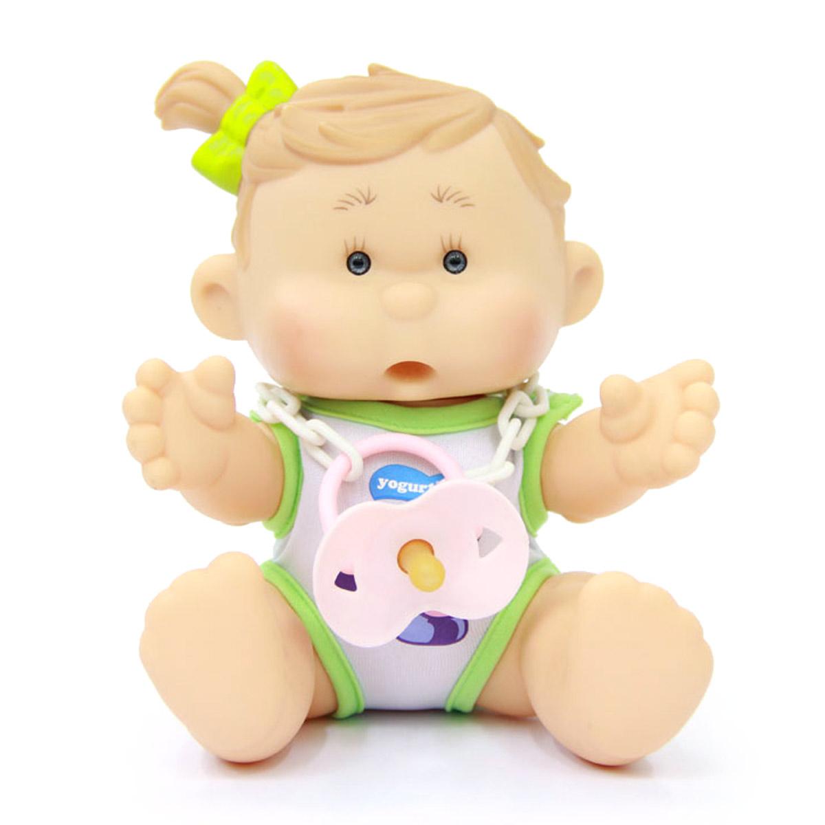 Yogurtinis Пупс Мила Слива15002-5Кукла-пупс Yogurtinis Мила Слива - порадует вашу малышку и доставит ей много удовольствия от часов, посвященных игре с ней. Пупс - симпатичная и ароматизированная игрушка, от которой исходит приятный и ненавязчивый аромат сливы. На шее у Милы имеется соска на пластиковой цепочке, которую можно вставить в ротик пупсу. Кукла выполнена из резины, что позволяет брать ее с собой во время купания или же просто искупать отдельно. Части тела у пупсика подвижные, поэтому он может принимать разнообразные положения. Пупс упакован в пластиковую фирменную баночку. Каждая девочка сможет подобрать себе пупса Yogurtinis, ориентируясь на свои «фруктовые» предпочтения. Игра с куклой разовьет в вашей малышке чувство ответственности и заботы. Порадуйте свою принцессу таким великолепным подарком.