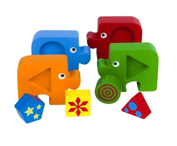 Игра из дерева Первый пазл малыша. Подбираем фигуры. Формы89028Деревянная игрушка «Первый пазл малыша. Формы» несет энергию живой природы, благотворно влияет на здоровье и психику ребенка . Ориентирована на активное развитие мелкой моторики, сенсорики, речи, памяти, внимания, логического и образного мышления. Специально разработана для занятий с детьми от 1 года до 3х лет.