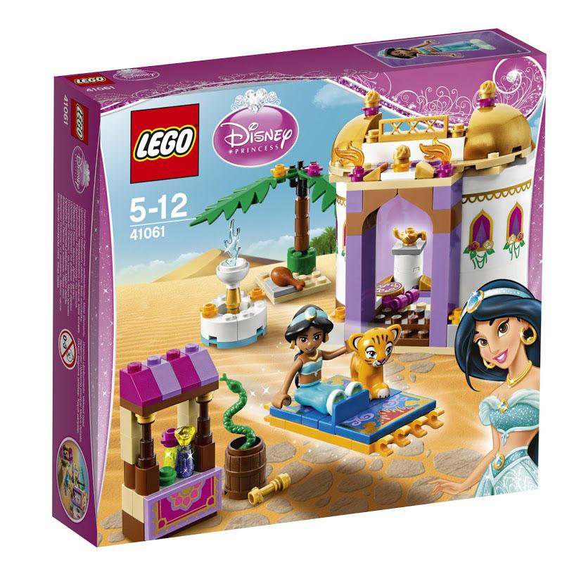 LEGO Disney Princess Конструктор Экзотический дворец Жасмин41061Добро пожаловать в Аграбу - землю тайн и чудес. Воспитанная отцом-султаном, Жасмин не выросла жадной и тщеславной девушкой, наоборот, она всегда помогала беднякам и заботилась о животных. Главным другом и по совместительству охранником принцессы стал домашний тигр Раджа. Он следовал за хозяйкой попятам и даже сопровождал её во время тайных прогулок по улицам города. При помощи деталей из набора Лего Вы сможете построить два легкоузнаваемых объекта из мультфильма Аладдин. С одной стороны - это королевский замок Аграбы. Его стены и крыша, выполненные в восточном стиле, украшены орнаментами, цветами и факелами. Внутри есть парадная комната, в которой на специальном постаменте продемонстрирована волшебная лампа Аладдина. Перед замком организован небольшой сад с фонтаном. Вторая часть набора посвящена рыночной площади города. Здесь есть торговая палатка и бочка с дрессированной змеей. Также в наборе присутствует волшебный ковер-самолет и множество аксессуаров для реалистичной...