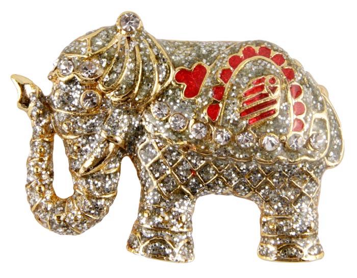 Брошь Праздничный слон.Бижутерный сплав, лак, австрийские кристаллы, эмаль. Конец XX векаk230f490Брошь Праздничный слон. Бижутерный сплав, лак, австрийские кристаллы, эмаль. Конец XX века. Размер: 4,5 х 3 см. Сохранность хорошая. Очаровательная брошь, выполнена в виде слона. Аксессуар сделан из золотого металлического сплава. Изделие украшено лаком блестящего серебристого оттенка. Попона у слона украшена эмалью красного цвета, так же слоник украшен красивейшими кристаллами прозрачного оттенка. Глаз у слоника прозрачный кристалл. Эта милая брошь подойдет как юной барышне, так и взрослой даме. Гармонично дополнит Ваш наряд, станет завершающим штрихом в создании образа. Слон как символ счастья, семьи, богатства и мудрости так же станет замечательным подарком.