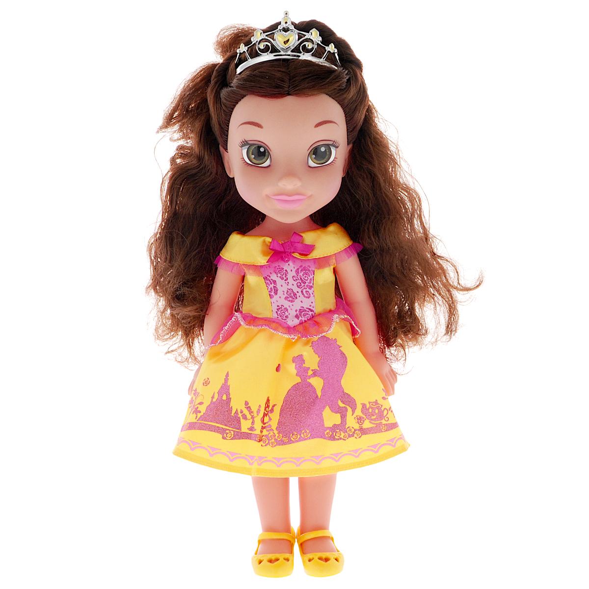 Disney Princess Кукла Малышка Белль750050_BelleКукла Disney Princess Малышка Белль прекрасная принцесса, которая обязательно понравится вашей дочурке. Туловище куклы выполнено из высококачественного пластика; голова, ручки и ножки подвижны. Принцесса одета в красивое платье, украшенное блестками и контрастными вставками. На ножках туфельки. Кукла имеет длинные шелковистые волосы, которые можно заплетать в различные прически. На голове - королевская тиара. Главная особенность куклы - большие глаза, которые блестят как настоящие. Глазки изготовлены по запатентованной технологии Royal Reflection. Такая куколка очарует вас и вашу дочурку с первого взгляда! Ваша малышка с удовольствием будет играть с принцессой, проигрывая сюжеты из мультфильма или придумывая различные истории. Порадуйте свою дочурку таким замечательным подарком!