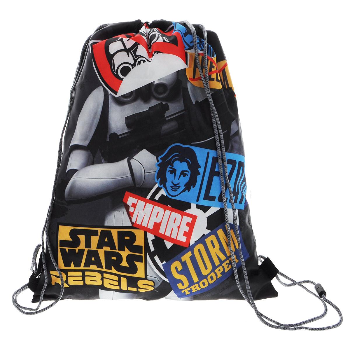 Сумка-рюкзак для обуви Star Wars, цвет: черно-серый. SWCB-MT1-883SWCB-MT1-883Сумка для сменной обуви Star Wars идеально подойдет как для хранения, так и для переноски сменной обуви и одежды. Сумка выполнена из прочного водонепроницаемого полиэстера и содержит одно вместительное отделение, затягивающееся с помощью текстильных шнурков. Шнурки фиксируются в нижней части сумки, благодаря чему ее можно носить за спиной как рюкзак. Оформлено изделие изображением героя из фильма Звездные войны. Ваш ребенок с радостью будет ходить с таким аксессуаром в школу.