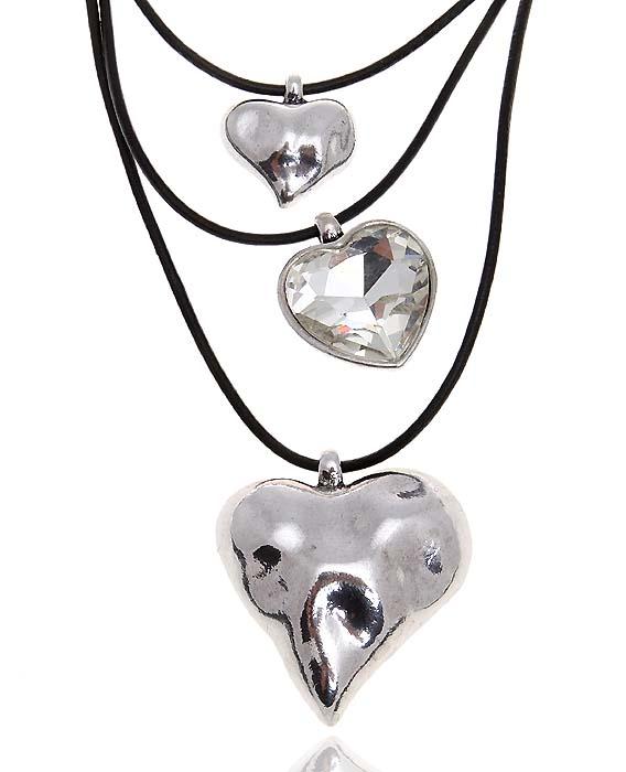 Колье Серебряное сердце. Прозрачный кристалл, натуральная кожа, гипоаллергенный ювелирный сплав. Lisa Lone, Испанияpokka-2788-18-1Колье Серебряное сердце. Прозрачный кристалл, натуральная кожа, гипоаллергенный ювелирный сплав. Lisa Lone, Испания. Размер - полная длина 42-48 см, регулируется за счет застежки-цепочки. Сохранность превосходная, изделие новое.