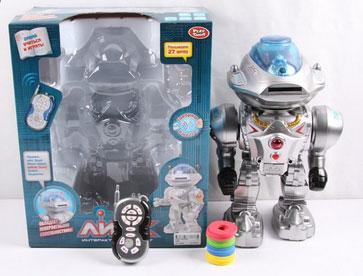 Joy Toy Робот на радиоуправлении ЛинкA224-H05056Фантастический робот Линк - говорит, отвечает на вопросы, выполняет голосовые команды, ходит, стреляет дисками, танцует. Вы можете управлять роботом с помощью голоса или с пульта инфракрасного управления.Понимает 27 фраз!! Рост робота 32 см. Робот Линк по Вашей команде споёт 2 песни; станцует; расскажет сказки Маша и медведь, Каша из топора; даст умные советы; математика в загадках!!! Выполняет команды: огонь (стреляет мягкими дисками в разные стороны); направо, налево, вперед, назад. Отвечает на вопросы: - Как тебя зовут? – У тебя есть увлечения? - Покажи, что ты умеешь делать? и т.д. Робот Линк оснащен множеством звуковых и цветовых эффектов. Работает от 6 батареек типа АА (в комплект не входят). Размер упаковки: 34х27х16 см.