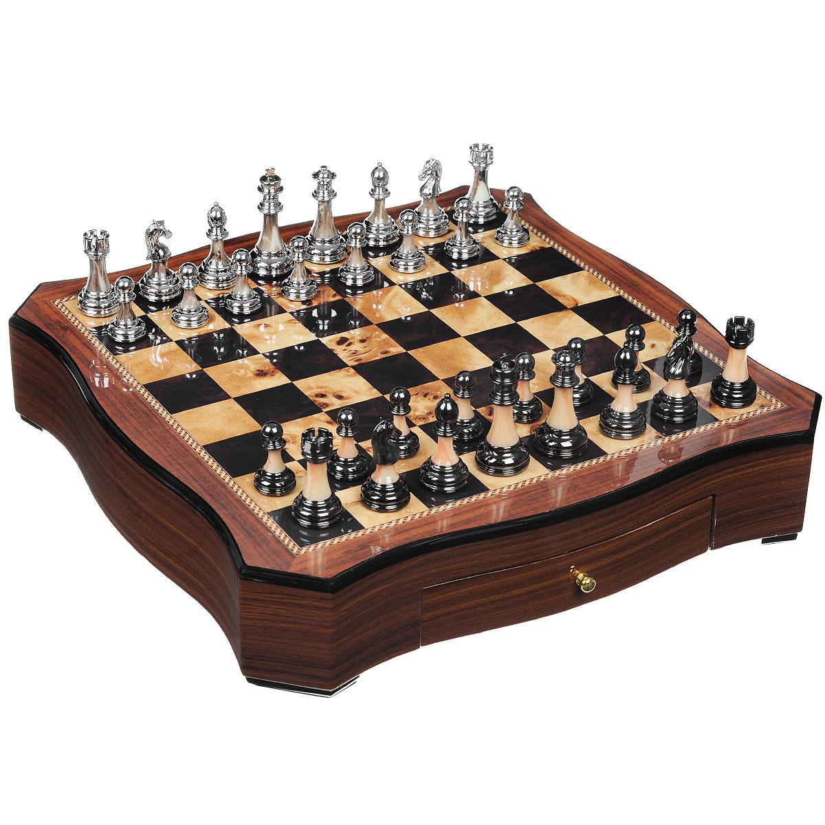 Игра настольная Русские Подарки Шахматы, размер: 49*49*10 см. 4453744537Настольная игра Русские Подарки Шахматы, выполненная из натурального дерева, очень увлекательна. В комплект игры входят: 32 шахматных фигуры (16 белых и 16 черных) и деревянное игровое поле, внутри которого два выдвижных ящичка для хранения фигурок. Шахматы - настольная логическая игра, которая соединяет в себе элементы и искусства, и науки, и спорта. Название берет начало из персидского языка шах и мат, что означает шах умер. Считается, что история шахмат насчитывает не менее полутора тысяч лет. Впервые наиболее близкая по смыслу игра появилась в Индии в 6 веке нашей эры, затем, претерпев некоторые изменения в правилах, начала распространяться в близлежащих странах. Модификации игры продолжались, пока в 19 веке не сформировались окончательные правила, необходимые для проведения международных турниров. Шахматы помогут развить логическое мышление и позволят вам интересно и с пользой провести время.