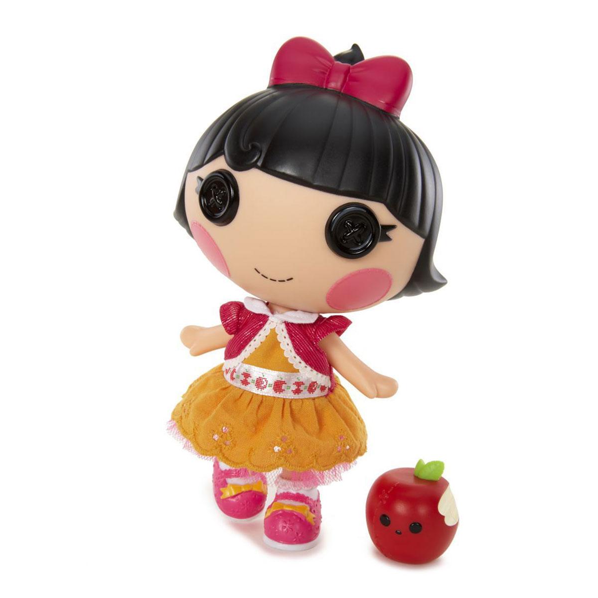 Lalaloopsy Мини-кукла Спящая красавица530374Кукла Lalaloopsy Спящая красавица непременно приведет в восторг вашу малышку и обязательно станет ее любимой игрушкой. Кукла одета в оранжевое платье с кружевной оборкой и розовую кофточку. На голове у куколки розовый бантик. Ручки и ножки у Спящей красавицы подвижны, а голова вращается на 360°. В комплект с куколкой входит ее любимый питомец. Куколка Спящая красавица не расстается со своим питомцем, надкусанным яблочком, даже когда встречается с друзьями! Благодаря играм с куклой, ваша малышка сможет развить фантазию и любознательность, овладеть навыками общения и научиться ответственности. Девочка сможет часами играть с этой милой куколкой, придумывая различные истории.