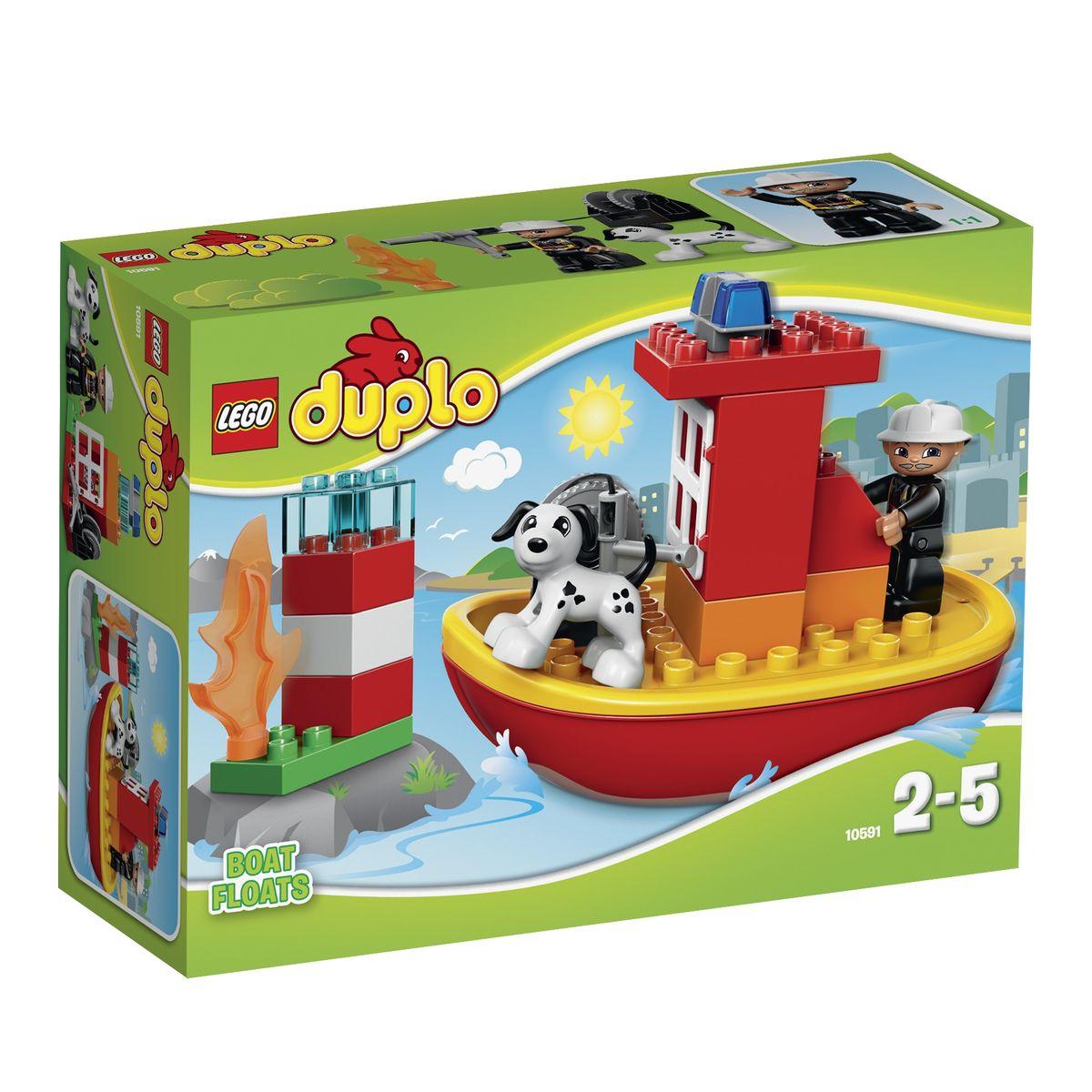 LEGO DUPLO Конструктор Пожарный катер 1059110591Бесстрашный пожарный и его верный пес патрулируют морскую гавань. Вдруг, вдалеке, они замечают языки пламени. Это горит маяк! Включив сигнальные огни, герои направляют свой скоростной катер в сторону возгорания. Прибыв на место и надев защитную каску, пожарный разматывает водонапорный шланг и направляет струю воды в сторону пламени. Через мгновение пожар потушен, и работа маяка восстановлена. Из деталей набора LEGO DUPLO малыш сможет построить красный пожарный катер, способный плавать по воде и выполнять множество спасательных миссий. Благодаря реалистичным элементам, таким как огонь, сигнальные огни, приборная панель катера и пожарный шланг игра станет занимательнее и интереснее. Игра с конструктором развивает мелкую моторику ребенка, фантазию и воображение, учит его усидчивости и внимательности. Рекомендуемый возраст: от 2 до 5 лет.