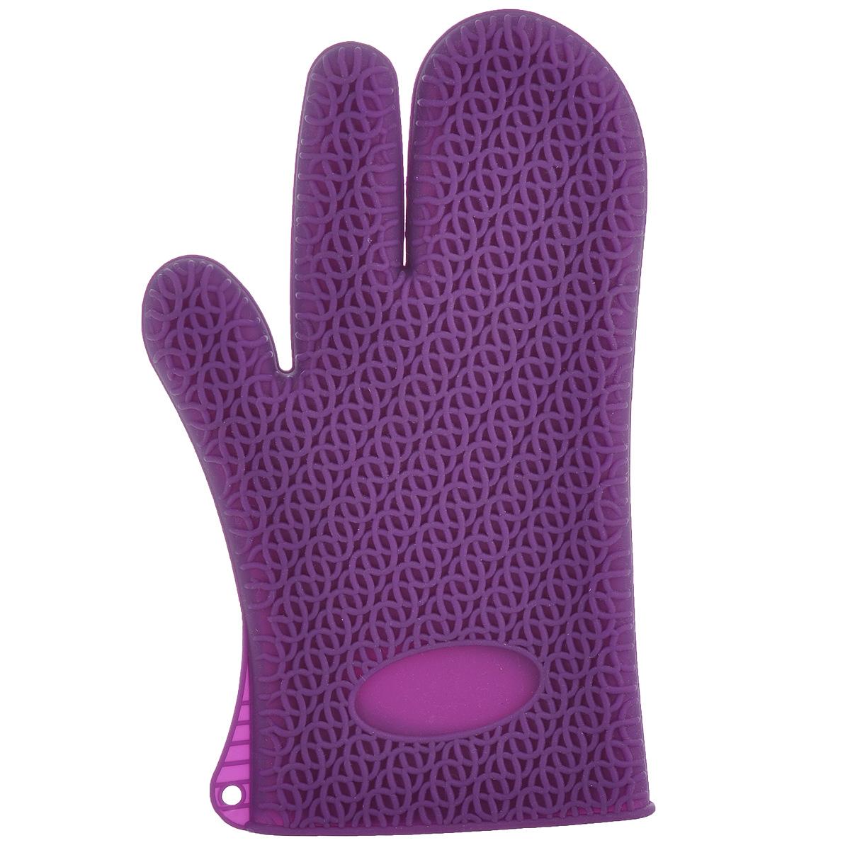 Рукавица-прихватка Marmiton, термостойкая, цвет: фиолетовый16067 фиолетовыйРукавица-прихватка Marmiton выполнена из цветного силикона, который выдерживает температуру от -40°С до +240°С. Изделие приятное на ощупь, невероятно гибкое и прочное. Рукавица имеет рельефную поверхность, что обеспечивает еще более надежный хват. С помощью такой рукавицы ваши руки будут защищены от ожогов, когда вы будете ставить в печь или доставать из нее выпечку. Изделие оснащено петелькой для подвешивания на крючок В комплект входит брошюра с рецептами.