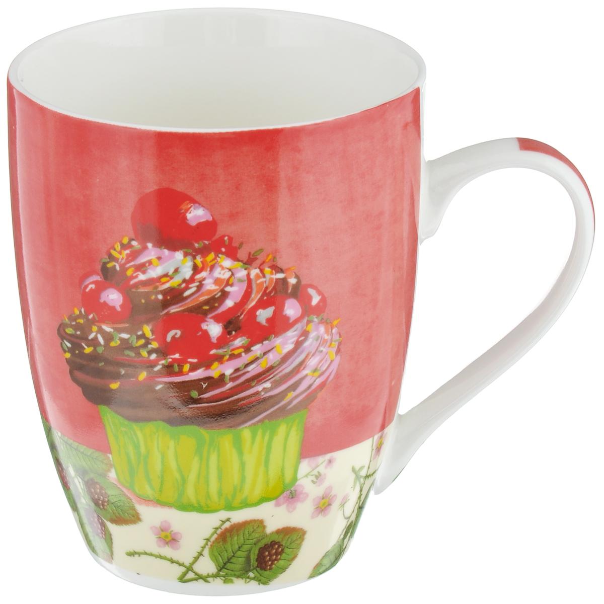 Кружка Ягодный десерт, цвет: красный, 335 млLQB09-H01Кружка Ягодный десерт изготовлена из высококачественного фарфора, покрытого слоем сверкающей глазури. Внешние стенки изделия оформлены красочным изображением пирожного с ягодами. Такая кружка прекрасно подойдет для горячих и холодных напитков. Она дополнит коллекцию вашей кухонной посуды и будет служить долгие годы. Можно использовать в посудомоечной машине и СВЧ. Объем кружки: 335 мл. Диаметр кружки (по верхнему краю): 8 см. Высота стенки кружки: 10,5 см.