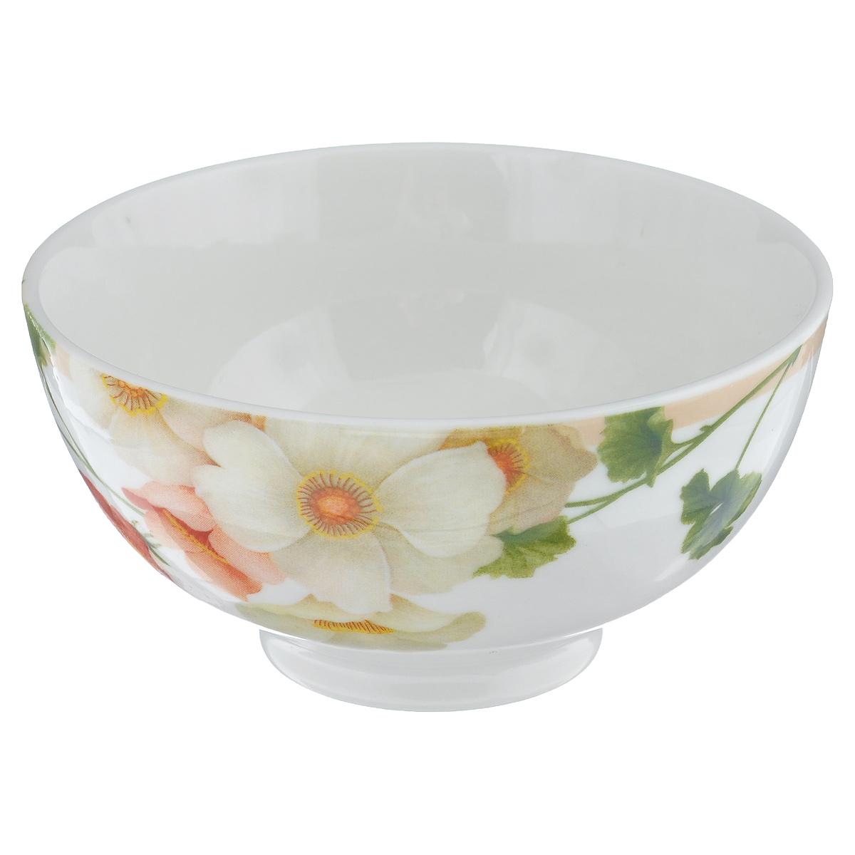 Салатник Мальва, диаметр 13 смGNNSML00150Салатник Мальва изготовлен из твердого фарфора с подглазурной деколью, которая защищает рисунок от истирания и продлевает срок эксплуатации посуды. Посуда безопасна для здоровья и окружающей среды, не содержит свинец и кадмий. Внешние стенки оформлены изящным цветочным рисунком. Такой салатник прекрасно подходит для холодных и горячих блюд: каш, хлопьев, супов, салатов и т.д. Он дополнит коллекцию вашей кухонной посуды и будет служить долгие годы. Можно использовать в посудомоечной машине и СВЧ. Объем: 300 мл. Диаметр салатника (по верхнему краю): 13 см. Высота стенки салатника: 6,5 см.