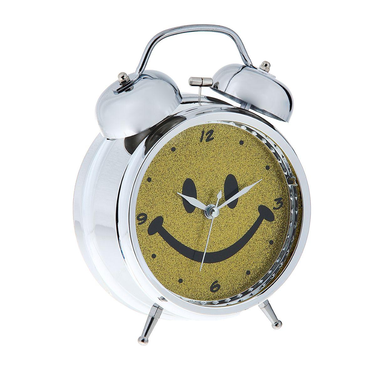 Часы-будильник Sima-land Смайл1056420Как же сложно иногда вставать вовремя! Всегда так хочется поспать еще хотя бы 5 минут и бывает, что мы просыпаем. Теперь этого не случится! Яркий, оригинальный будильник Sima-land Смайл поможет вам всегда вставать в нужное время и успевать везде и всюду. Корпус будильника выполнен из металла. Циферблат оформлен изображением смайла, имеет индикацию отметок с арабскими цифрами. Часы снабжены 4 стрелками (секундная, минутная, часовая и для будильника). На задней панели будильника расположен переключатель включения/выключения механизма, а также два колесика для настройки текущего времени и времени звонка будильника. Также будильник оснащен кнопкой, при нажатии и удержании которой подсвечивается циферблат. Пользоваться будильником очень легко: нужно всего лишь поставить батарейки, настроить точное время и установить время звонка. Необходимо докупить 3 батарейки типа АА (не входят в комплект).