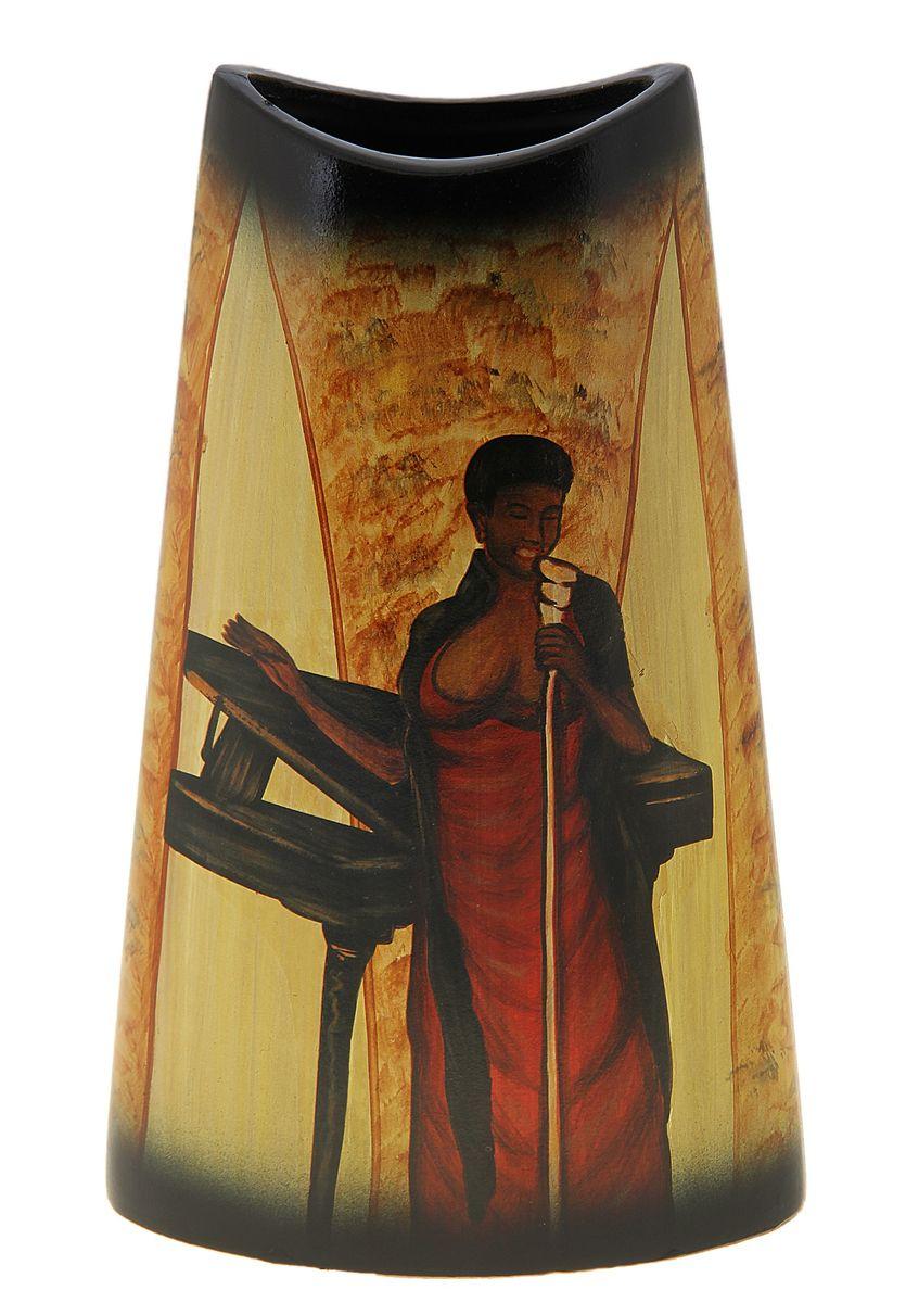 Ваза Sima-land Певица, высота 29,5 см106848Ваза Sima-land Певица изготовлена из прочной керамики. Изделие оформлено красочным изображением поющей женщины-негритянки и оснащено антискользящими вставками на дне. Такая изящная ваза с легкостью впишется практически в любой интерьер. Она станет изумительным подарком, который доставит радость, ведь это не только красивый, но еще и функциональный презент. Размер по верхнему краю: 11 см х 6,5 см.