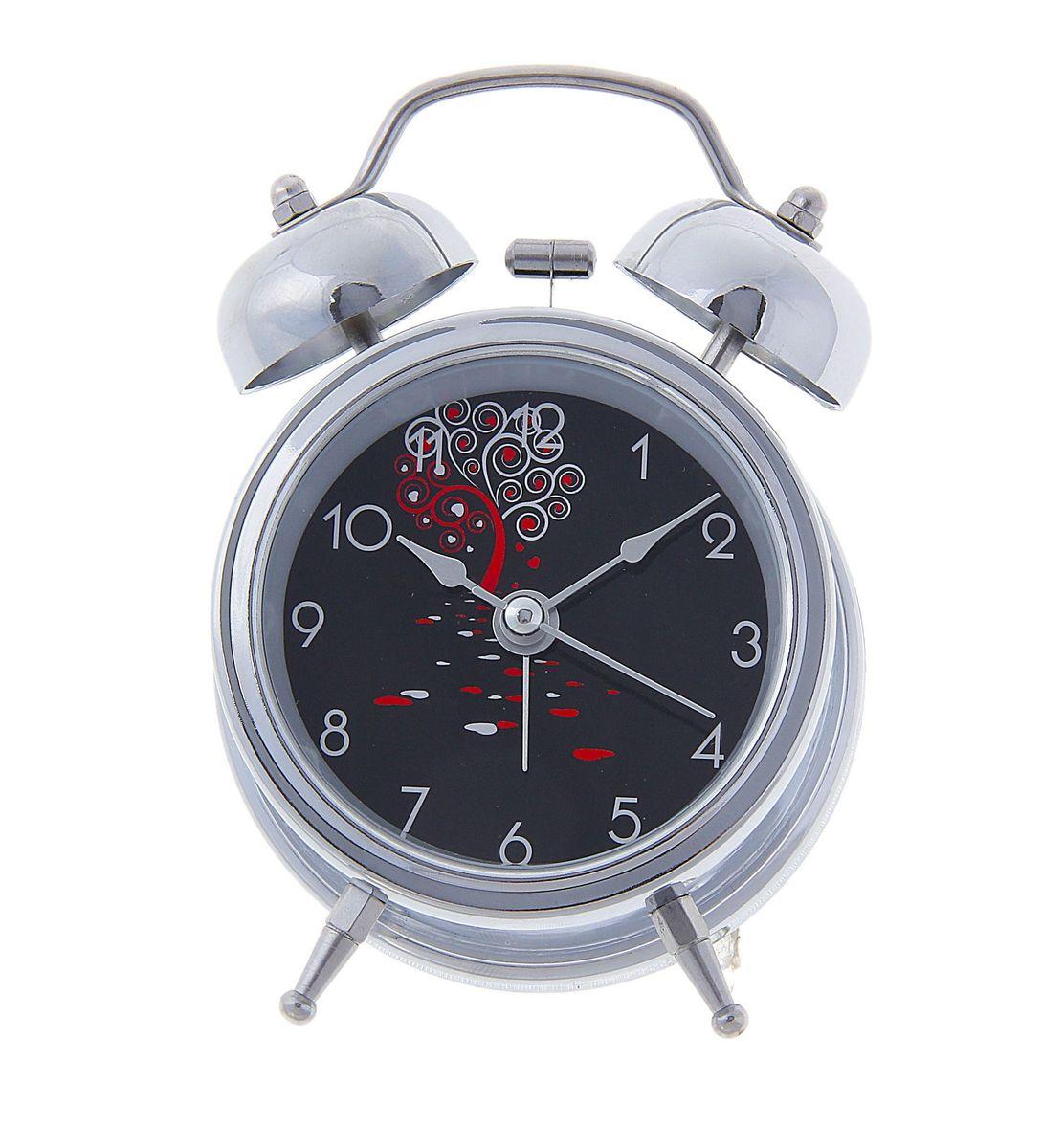 Часы-будильник Sima-land. 127202127202Как же сложно иногда вставать вовремя! Всегда так хочется поспать еще хотя бы 5 минут и бывает, что мы просыпаем. Теперь этого не случится! Яркий, оригинальный будильник Sima-land поможет вам всегда вставать в нужное время и успевать везде и всюду. Время показывает точно и будит в установленный час. Будильник украсит вашу комнату и приведет в восхищение друзей. На задней панели будильника расположены переключатель включения/выключения механизма и два колесика для настройки текущего времени и времени звонка будильника. Также будильник оснащен кнопкой, при нажатии и удержании которой, подсвечивается циферблат. Будильник работает от 1 батарейки типа AA напряжением 1,5V (не входит в комплект).