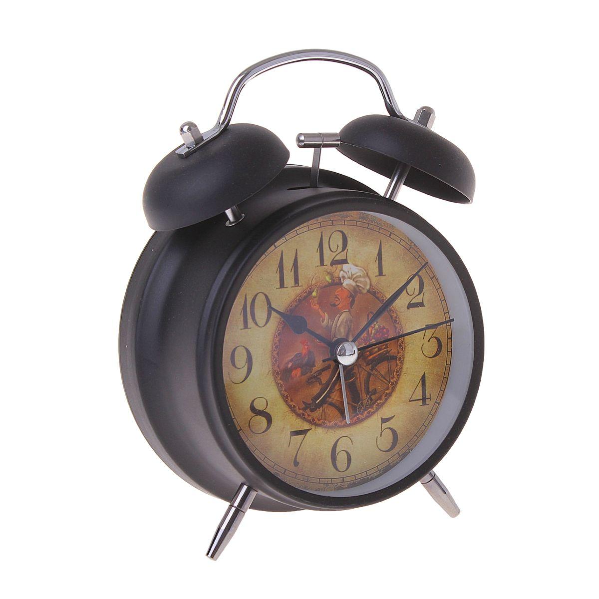 Часы-будильник Sima-land. 155521155521Как же сложно иногда вставать вовремя! Всегда так хочется поспать еще хотя бы 5 минут и бывает, что мы просыпаем. Теперь этого не случится! Яркий, оригинальный будильник Sima-land поможет вам всегда вставать в нужное время и успевать везде и всюду. Время показывает точно и будит в установленный час. Будильник украсит вашу комнату и приведет в восхищение друзей. На задней панели будильника расположены переключатель включения/выключения механизма и два колесика для настройки текущего времени и времени звонка будильника. Также будильник оснащен кнопкой, при нажатии и удержании которой, подсвечивается циферблат. Будильник работает от 1 батарейки типа AA напряжением 1,5V (не входит в комплект).