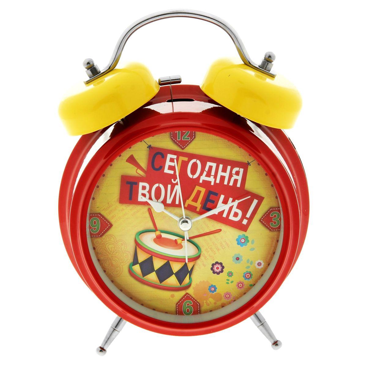Часы-будильник Sima-land Сегодня твой день!179042Как же сложно иногда вставать вовремя! Всегда так хочется поспать еще хотя бы 5 минут и бывает, что мы просыпаем. Теперь этого не случится! Яркий, оригинальный будильник Sima-land Сегодня твой день! поможет вам всегда вставать в нужное время и успевать везде и всюду. Будильник украсит вашу комнату и приведет в восхищение друзей. Время показывает точно и будит в установленный час. На задней панели будильника расположены переключатель включения/выключения механизма, а также два колесика для настройки текущего времени и времени звонка будильника. Также будильник оснащен кнопкой, при нажатии и удержании которой, подсвечивается циферблат. Будильник работает от 1 батарейки типа C напряжением 1,5V (не входит в комплект).