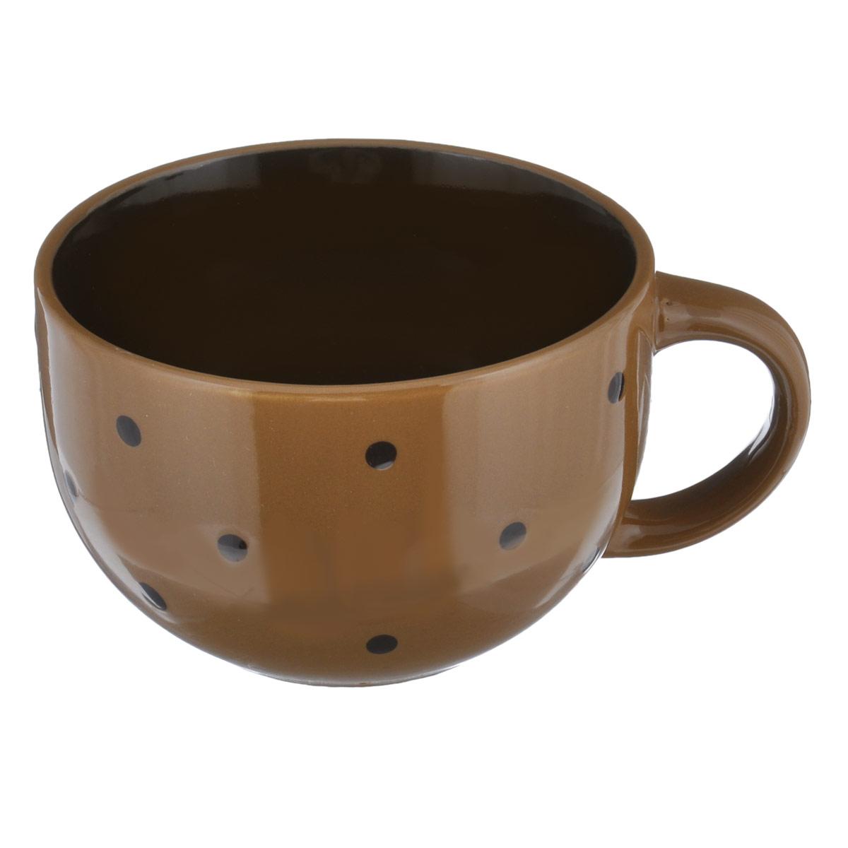 Чашка большая Горошек, цвет: светло-коричневый, 640 млHV95516BR светло-коричневыйБольшая чашка Горошек изготовлена из высококачественной керамики. Первоклассная глина, двухступенчатый обжиг, мягкие краски и простой контрастный рисунок в горошек на глянцевой поверхности - отличительные особенности данного изделия. Такая чашка прекрасно подойдет для горячих и холодных напитков, а также для супа, хлопьев, каш и т.д. Она дополнит коллекцию вашей кухонной посуды и будет служить долгие годы. Можно использовать в посудомоечной машине и СВЧ. Поверхность не царапается при щадящем мытье, без использования абразивов и химически агрессивных моющих средств. Объем: 640 мл. Диаметр чашки (по верхнему краю): 13 см. Высота стенки чашки: 8,5 см.