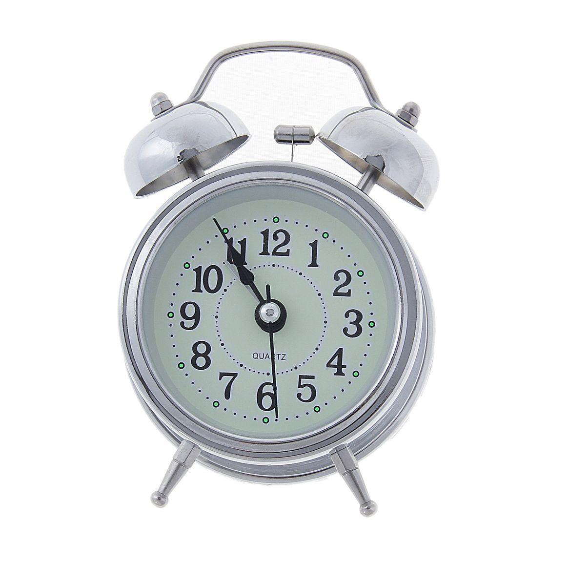 Часы-будильник Sima-land Классика, цвет: серебристый556709Часы-будильник Sima-land Классика - это невероятных размеров устройство, созданное специально для тех, кто с трудом просыпается по утрам! Изделие обладает классическим дизайном. Такой будильник станет изюминкой вашего интерьера. Будильник работает от батареек типа АА (в комплект не входят). На задней панели будильника расположены переключатель включения/выключения механизма, два поворотных рычага для настройки текущего времени и установки будильника, а также кнопка для включения подсветки циферблата.