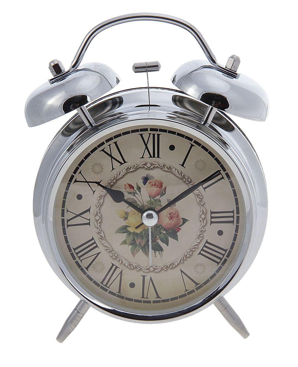 Часы-будильник Sima-land. 556722556722Как же сложно иногда вставать вовремя! Всегда так хочется поспать еще хотя бы 5 минут и бывает, что мы просыпаем. Теперь этого не случится! Яркий, оригинальный будильник Sima-land поможет вам всегда вставать в нужное время и успевать везде и всюду. Время показывает точно и будит в установленный час. Будильник украсит вашу комнату и приведет в восхищение друзей. На задней панели будильника расположены переключатель включения/выключения механизма и два колесика для настройки текущего времени и времени звонка будильника. Также будильник оснащен кнопкой, при нажатии и удержании которой, подсвечивается циферблат. Будильник работает от 2 батареек типа AA напряжением 1,5V (не входят в комплект).