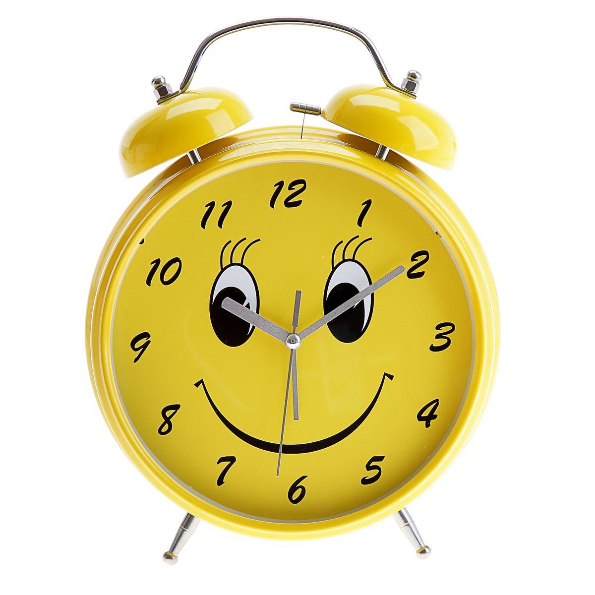 Часы-будильник Sima-land Смайл, цвет: желтый, диаметр 20 см556727Часы-будильник Sima-land Смайл - это невероятных размеров устройство, созданное специально для тех, кто с трудом просыпается по утрам! Изделие обладает ярким интересным дизайном в виде смайла на циферблате. Такой будильник станет изюминкой вашего интерьера. Будильник работает от 3 батареек типа АА 1,5 В (в комплект не входят). На задней панели будильника расположены переключатель включения/выключения механизма, два поворотных рычага для настройки текущего времени и установки будильника, а также кнопка для включения подсветки циферблата. Диаметр циферблата: 20 см.