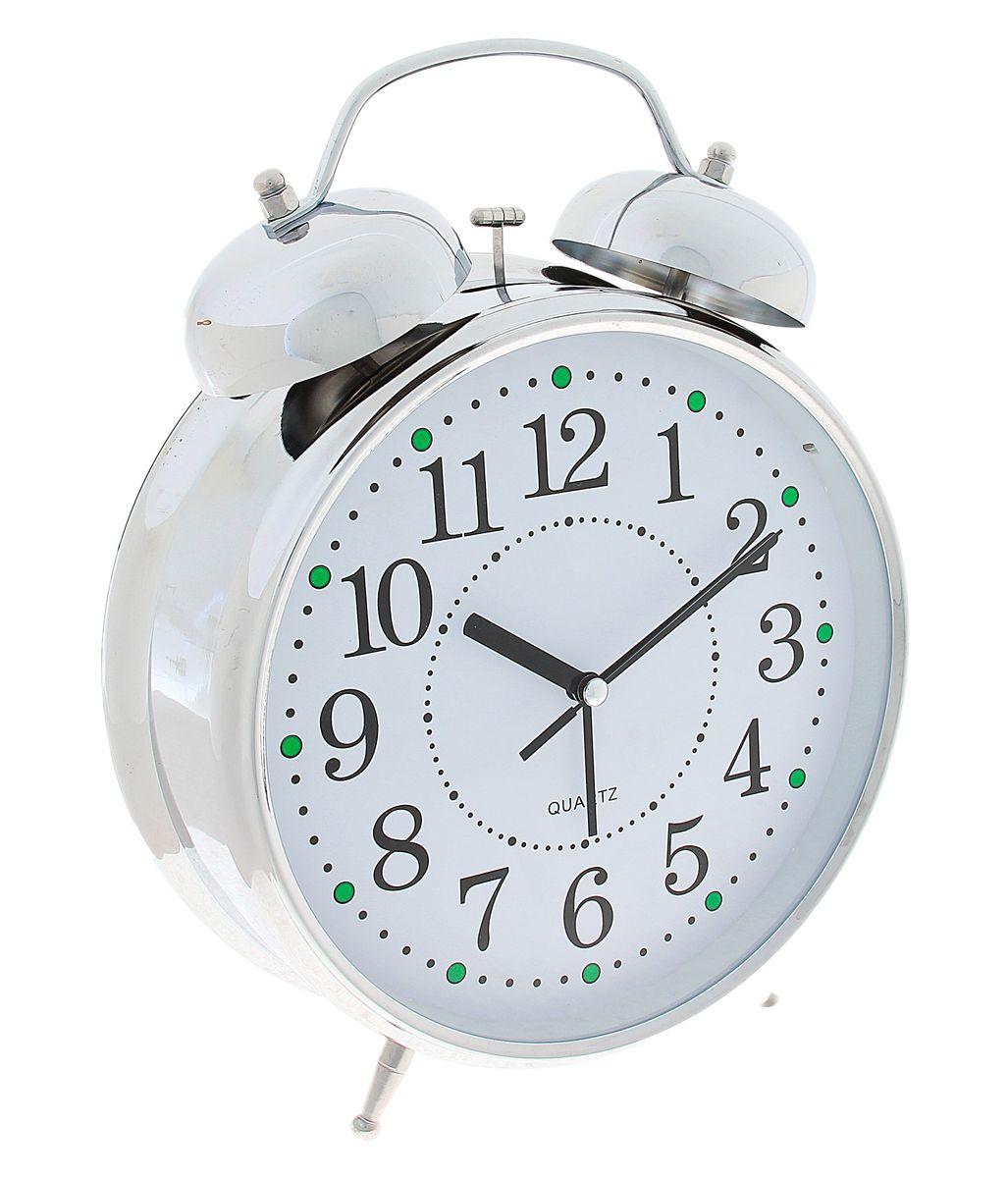Часы-будильник Sima-land Классика, цвет: белый, серебристый, диаметр 20 см556730Часы-будильник Sima-land Классика - это невероятных размеров устройство, созданное специально для тех, кто с трудом просыпается по утрам! Изделие обладает классическим дизайном. Такой будильник станет изюминкой вашего интерьера. Будильник работает от 3 батареек типа АА 1,5 В (в комплект не входят). На задней панели будильника расположены переключатель включения/выключения механизма, два поворотных рычага для настройки текущего времени и установки будильника, а также кнопка для включения подсветки циферблата. Диаметр циферблата: 20 см.