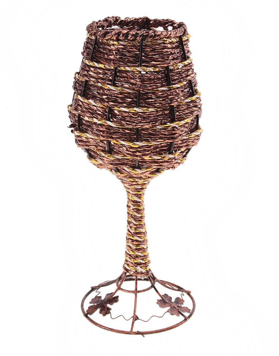 Ваза плетеная Sima-land Бокал, высота 24,5 см656125Ваза плетеная Sima-land Бокал выполнена из металла и дополнена оригинальным плетением. Изделие имеет необычную форму в виде бокала на высокой ножке. Основание декорировано металлическими листьями. Красивый блеск и оригинальное оформление сделают эту вазу замечательным украшением интерьера. Ваза предназначена для сухих или искусственных цветов и растений. Любое помещение выглядит незавершенным без правильно расположенных предметов интерьера. Они помогают создать уют, расставить акценты, подчеркнуть достоинства или скрыть недостатки. Диаметр по верхнему краю: 7,5 см. Диаметр основания: 10 см.