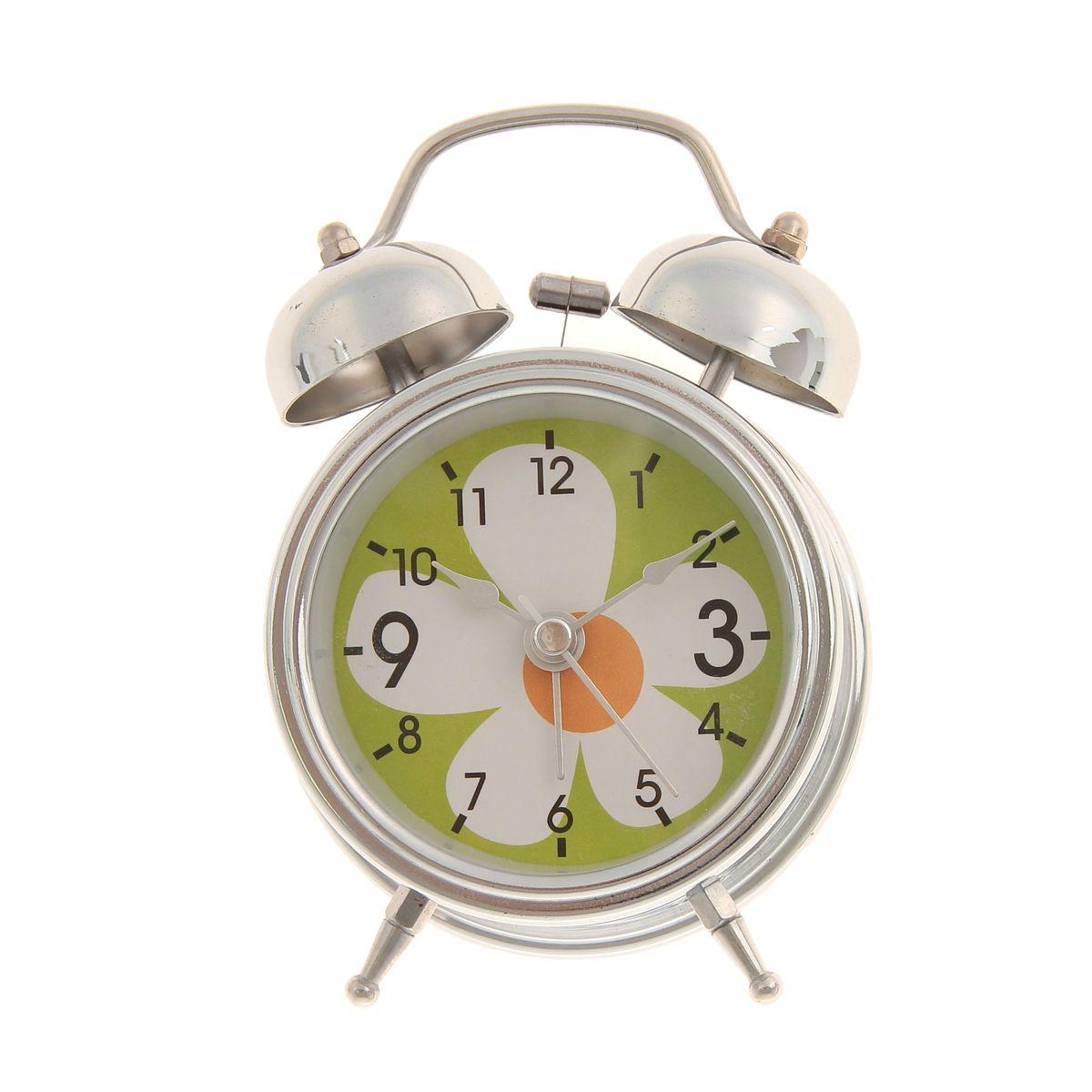 Часы-будильник Sima-land. 669596669596Как же сложно иногда вставать вовремя! Всегда так хочется поспать еще хотя бы 5 минут и бывает, что мы просыпаем. Теперь этого не случится! Яркий, оригинальный будильник Sima-land поможет вам всегда вставать в нужное время и успевать везде и всюду. Время показывает точно и будит в установленный час. Будильник украсит вашу комнату и приведет в восхищение друзей. На задней панели будильника расположены переключатель включения/выключения механизма и два колесика для настройки текущего времени и времени звонка будильника. Также будильник оснащен кнопкой, при нажатии и удержании которой, подсвечивается циферблат. Будильник работает от 1 батарейки типа AA напряжением 1,5V (не входит в комплект).