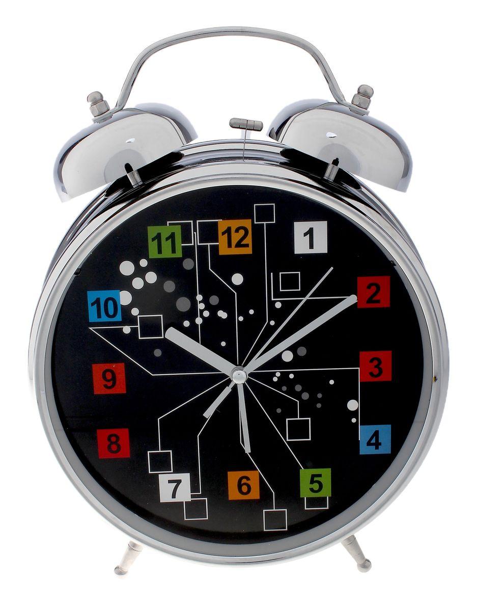 Часы-будильник Sima-land Кубики, цвет: черный, серебристый, диаметр 20 см669615Часы-будильник Sima-land Кубики - это невероятных размеров устройство, созданное специально для тех, кто с трудом просыпается по утрам! Изделие обладает необычным интересным дизайном. Такой будильник станет изюминкой вашего интерьера. Будильник работает от 3 батареек типа АА 1,5 В (в комплект не входят). На задней панели будильника расположены переключатель включения/выключения механизма, два поворотных рычага для настройки текущего времени и установки будильника, а также кнопка для включения подсветки циферблата. Диаметр циферблата: 20 см.