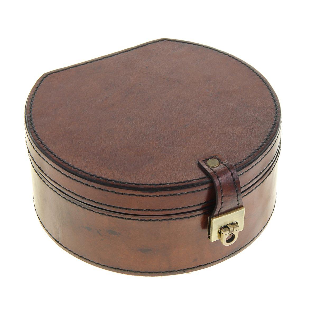 Шкатулка Sima-land, цвет: коричневый, 18 см х 16,5 см х 8 см699567Шкатулка Sima-land выполнена из МДФ. Снаружи шкатулка обтянута натуральной кожей буйвола, придающей особый колорит с легкой ноткой экзотики. Внутри расположено одно отделение для бижутерии, одно отделение для хранения пяти колец и петельки для подвешивания сережек. Изнутри она покрыта мягким материалом, который сбережет украшения от лишних царапин. Разве может истинная ценительница украшений остаться равнодушной при виде такой эффектной шкатулки? Шкатулка под бижутерию Sima-land станет своеобразным ларчиком, в котором можно хранить личные сокровища - любимые сережки, фамильный медальон или обручальное кольцо.