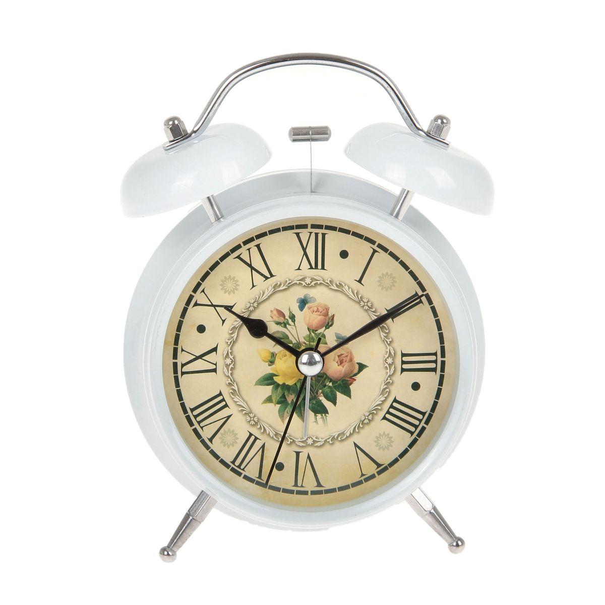 Часы-будильник Sima-land Цветы. 720837720837Как же сложно иногда вставать вовремя! Всегда так хочется поспать еще хотя бы 5 минут и бывает, что мы просыпаем. Теперь этого не случится! Яркий, оригинальный будильник Sima-land Цветы поможет вам всегда вставать в нужное время и успевать везде и всюду. Корпус будильника выполнен из металла. Циферблат оформлен изображением цветов. Часы снабжены 4 стрелками (секундная, минутная, часовая и для будильника). На задней панели будильника расположен переключатель включения/выключения механизма, а также два колесика для настройки текущего времени и времени звонка будильника. Изделие снабжено подсветкой, которая включается нажатием на кнопку с задней стороны корпуса. Пользоваться будильником очень легко: нужно всего лишь поставить батарейку, настроить точное время и установить время звонка. Необходимо докупить 1 батарейку типа АА (не входит в комплект).