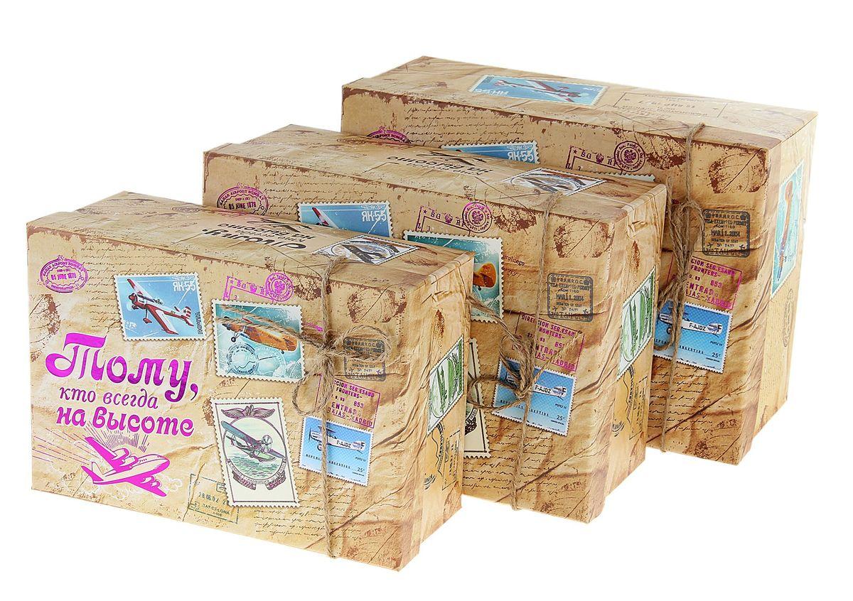 Набор подарочных коробок Sima-land Тому, кто на высоте, 3 шт820199Набор Sima-land Тому кто на высоте состоит из 3 подарочных коробок разного размера, выполненных из плотного картона. Крышка оформлена ярким изображением и надписью Тому, кто всегда на высоте. Подарочная коробка - это наилучшее решение, если вы хотите порадовать ваших близких и создать праздничное настроение, ведь подарок, преподнесенный в оригинальной упаковке, всегда будет самым эффектным и запоминающимся. Окружите близких людей вниманием и заботой, вручив презент в нарядном, праздничном оформлении. Размер большой коробки: 18 см х 25 см х 11 см. Размер средней коробки: 16 см х 23 см х 10 см. Размер маленькой коробки: 14,5 см х 21 см х 8,5 см.