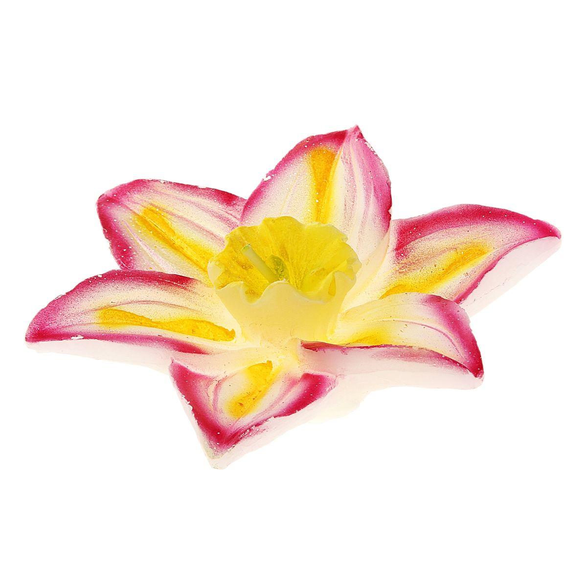 Свеча Sima-land Лилия, плавающая, 10 х 10 х 3 см 829247829247Плавающая свеча Sima-land Лилия выполнена из воска и виде цветка лилии. Такая свеча станет не только украшением любого интерьера, но и отличным подарком. Свеча Sima-land Лилия создаст незабываемую атмосферу, будь то торжество, романтический вечер или будничный день. Опускайте свечу в красивую хрустальную вазу с водой, зажгите и любуйтесь. Размер свечи: 10 см х 10 см х 3 см.