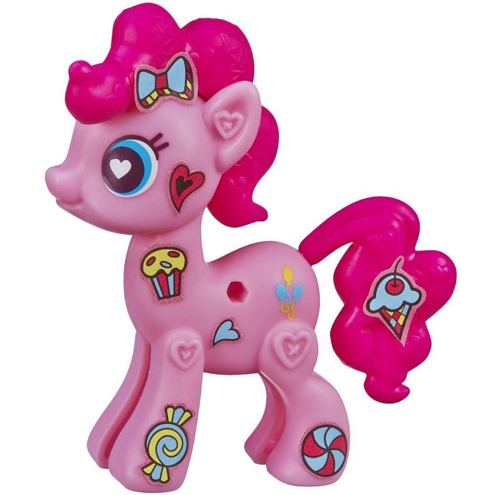 My Little Pony Pop Игровой набор Pinkie PieB3592EU4_A8268PinkieИгровой набор My Little Pony Pop Pinkie Pie откроет перед вашей малышкой невероятные возможности! Девочка сможет сама собрать свою любимую пони - или придумать уникальную, комбинируя элементы из разных наборов. В набор входят элементы фигурки пони Пинки Пай - 2 детали туловища, грива, хвостик, а также лист с наклейками, которыми малышка сможет украсить пони по своему вкусу. Все элементы набора выполнены из прочного безопасного пластика. Все элементы набора легко соединяются друг с другом и собрать очаровательную пони не составит труда. Набор совместим с другими наборами из серии My Little Pony Pop, что позволит малышке создать свою собственную, уникальную пони. Пинки Пай - жизнерадостная и задорная пони, больше всего на свете она любит шутить и веселиться, но ее шутки всегда добрые и никто на них не обижается. Она живет и работает в кондитерской, и обожает сладости. А еще Пинки устраивает лучшие вечеринки в Понивилле! Игры с таким набором не только подарят...