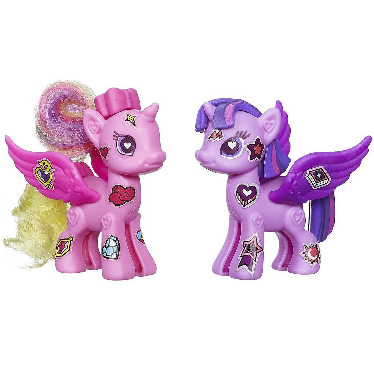 My Little Pony Рор Игровой набор Princess Twilight Sparkle & Princess CadanceA8205/A8740Princess CadanceИгровой набор My Little Pony Pop Princess Twilight Sparkle & Princess Cadance откроет перед вашей малышкой невероятные возможности! Девочка сможет сама собрать свою любимую пони - или придумать уникальную, комбинируя элементы из разных наборов. В набор входят элементы для создания 2 фигурок: - 4 детали туловища, 4 гривы, 4 хвостика, 2 пары крыльев, браслет для девочки, а также лист с наклейками, которыми малышка сможет украсить пони по своему вкусу. Все элементы набора выполнены из прочного безопасного пластика. Все элементы набора легко соединяются друг с другом и собрать очаровательную пони не составит труда. Набор совместим с другими наборами из серии My Little Pony Pop, что позволит малышке создать свою собственную, уникальную пони. А входящий в набор браслет станет стильным аксессуаром для маленькой модницы. Игры с таким набором не только подарят девочке множество счастливых мгновений, но и помогут развить мелкую моторику и творческие способности.