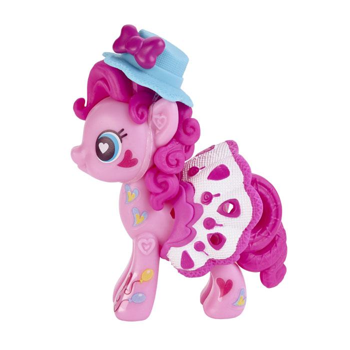 Игровой набор My Little Pony Pop Pinkie PieB0370_B0739Игровой набор My Little Pony Pop Pinkie Pie откроет перед вашей малышкой невероятные возможности! Девочка сможет сама собрать свою любимую пони - или придумать уникальную, комбинируя элементы из разных наборов. В набор входят элементы фигурки пони Пинки Пай - 2 детали туловища, грива, 2 хвостика, шляпка и седло, а также лист с наклейками, которыми малышка сможет украсить пони по своему вкусу. Все элементы набора выполнены из прочного безопасного пластика. Они легко соединяются друг с другом, и собрать пони не составит труда. Элементы набора совместимы с другими элементами из серии My Little Pony Pop, что позволит малышке создать собственную, уникальную пони. Игра с таким набором не только подарит девочке множество счастливых мгновений, но и поможет развить мелкую моторику рук и творческие способности.