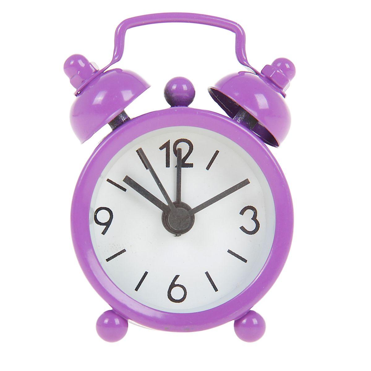 Часы-будильник Sima-land, цвет: фиолетовый. 840937840937Как же сложно иногда вставать вовремя! Всегда так хочется поспать еще хотя бы 5 минут и бывает, что мы просыпаем. Теперь этого не случится! Яркий, оригинальный будильник Sima-land поможет вам всегда вставать в нужное время и успевать везде и всюду. Будильник украсит вашу комнату и приведет в восхищение друзей. Эта уменьшенная версия привычного будильника умещается на ладони и работает так же громко, как и привычные аналоги. Время показывает точно и будит в установленный час. На задней панели будильника расположены переключатель включения/выключения механизма, а также два колесика для настройки текущего времени и времени звонка будильника. Будильник работает от 1 батарейки типа LR44 (входит в комплект).