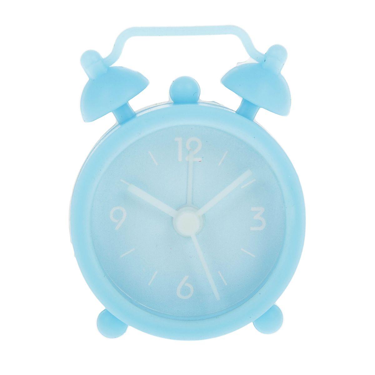 Часы-будильник Sima-land, цвет: голубой. 840940840940Как же сложно иногда вставать вовремя! Всегда так хочется поспать еще хотя бы 5 минут и бывает, что мы просыпаем. Теперь этого не случится! Яркий, оригинальный будильник Sima-land поможет вам всегда вставать в нужное время и успевать везде и всюду. Будильник украсит вашу комнату и приведет в восхищение друзей. Эта уменьшенная версия привычного будильника умещается на ладони и работает так же громко, как и привычные аналоги. Время показывает точно и будит в установленный час. Благодаря мягкому силиконовому корпусу изделие не получит повреждений даже при падении. На задней панели будильника расположены переключатель включения/выключения механизма, а также два колесика для настройки текущего времени и времени звонка будильника. Будильник работает от 1 батарейки типа LR44 (входит в комплект).