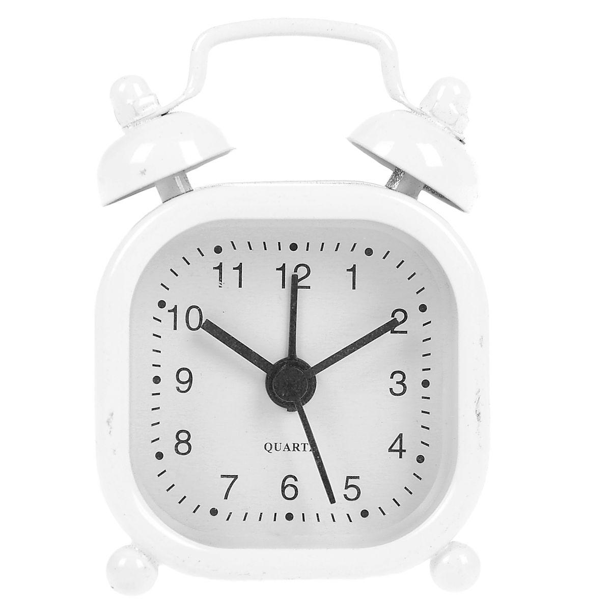 Часы-будильник Sima-land, цвет: белый. 840949840949Как же сложно иногда вставать вовремя! Всегда так хочется поспать еще хотя бы 5 минут и бывает, что мы просыпаем. Теперь этого не случится! Яркий, оригинальный будильник Sima-land поможет вам всегда вставать в нужное время и успевать везде и всюду. Будильник украсит вашу комнату и приведет в восхищение друзей. Эта уменьшенная версия привычного будильника умещается на ладони и работает так же громко, как и привычные аналоги. Время показывает точно и будит в установленный час. На задней панели будильника расположены переключатель включения/выключения механизма, а также два колесика для настройки текущего времени и времени звонка будильника. Будильник работает от 1 батарейки типа LR44 (входит в комплект).