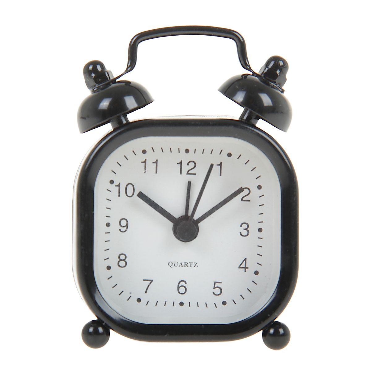 Часы-будильник Sima-land, цвет: черный. 840950840950Как же сложно иногда вставать вовремя! Всегда так хочется поспать еще хотя бы 5 минут и бывает, что мы просыпаем. Теперь этого не случится! Яркий, оригинальный будильник Sima-land поможет вам всегда вставать в нужное время и успевать везде и всюду. Будильник украсит вашу комнату и приведет в восхищение друзей. Эта уменьшенная версия привычного будильника умещается на ладони и работает так же громко, как и привычные аналоги. Время показывает точно и будит в установленный час. На задней панели будильника расположены переключатель включения/выключения механизма, а также два колесика для настройки текущего времени и времени звонка будильника. Будильник работает от 1 батарейки типа LR44 (входит в комплект).