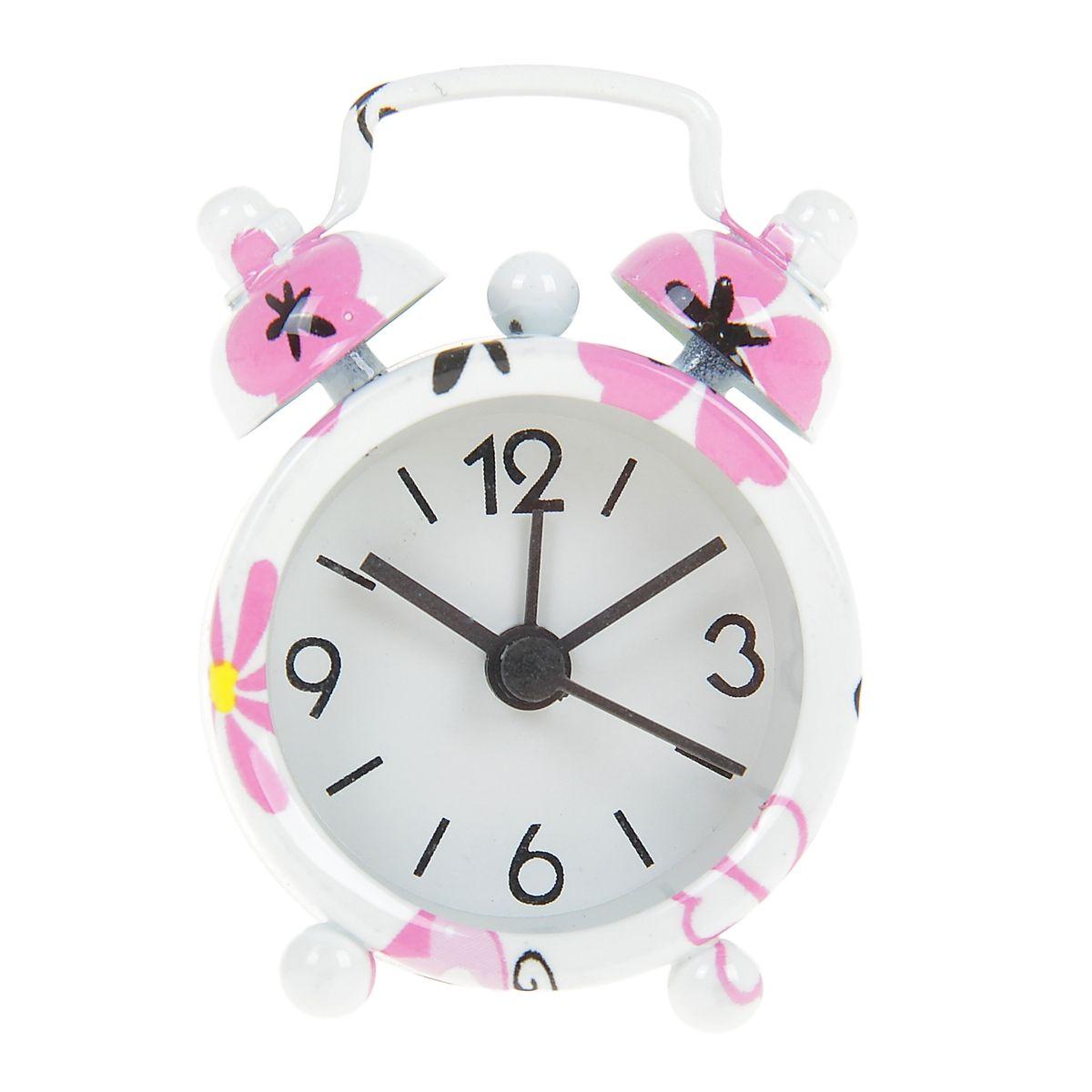 Часы-будильник Sima-land Бабочка840960Как же сложно иногда вставать вовремя! Всегда так хочется поспать еще хотя бы 5 минут и бывает, что мы просыпаем. Теперь этого не случится! Яркий, оригинальный будильник Sima-land Бабочка поможет вам всегда вставать в нужное время и успевать везде и всюду. Будильник украсит вашу комнату и приведет в восхищение друзей. Эта уменьшенная версия привычного будильника умещается на ладони и работает так же громко, как и привычные аналоги. Время показывает точно и будит в установленный час. На задней панели будильника расположены переключатель включения/выключения механизма, а также два колесика для настройки текущего времени и времени звонка будильника. Будильник работает от 1 батарейки типа LR44 (входит в комплект).