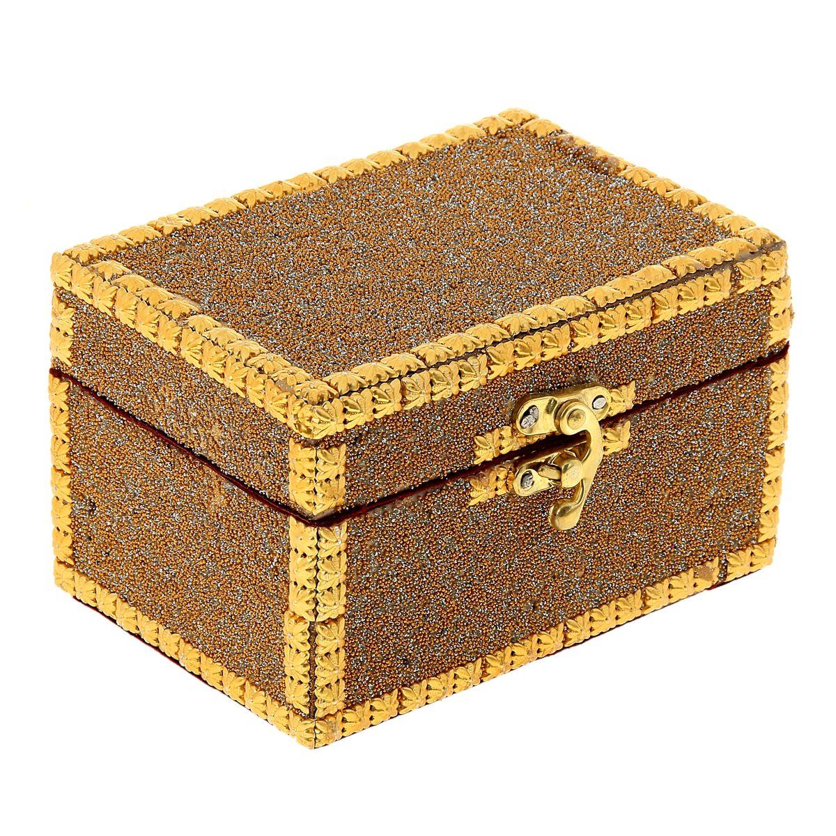 Шкатулка Sima-land Инкрустированная, 14,5 см х 10 см х 9 см847362Шкатулка Sima-land Инкрустированная изготовлена из МДФ и металла. Шкатулка имеет одно отделение, обитое тканью, и замок. Такая шкатулка - не простой сувенир. Ее функция не только декоративная, но и сугубо практическая - служить удобным и надежным местом для хранения самых разных мелочей. Разумеется, особо неравнодушны к этим элегантным предметам интерьера женщины. Мастерицы кладут в шкатулки швейные и рукодельные принадлежности. Модницы и светские львицы - любимые украшения и аксессуары. И, конечно, многие представительницы прекрасного пола хранят в шкатулках, убранных в укромный уголок, какие-то памятные знаки: фотографии, старые письма, сувениры, напоминающие о важных событиях и особо счастливых моментах, сухие лепестки роз и другие небольшие сокровища.