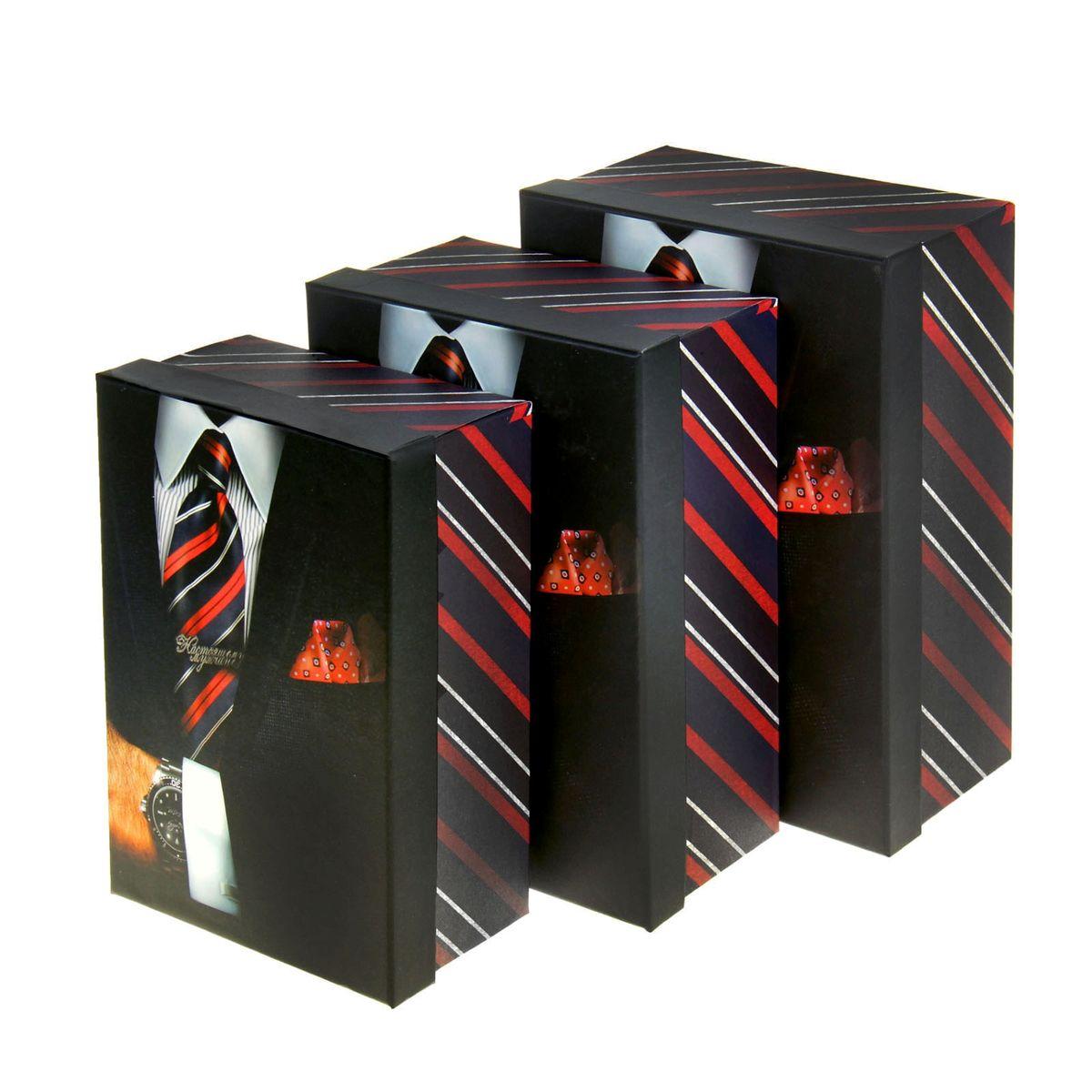 Набор подарочных коробок Sima-land Мужчина с часами, 3 шт862364Набор Sima-land Мужчина с часами состоит из 3 подарочных коробок разного размера, выполненных из плотного картона. Крышка оформлена ярким изображением и надписью Настоящему мужчине. Подарочная коробка - это наилучшее решение, если вы хотите порадовать ваших близких и создать праздничное настроение, ведь подарок, преподнесенный в оригинальной упаковке, всегда будет самым эффектным и запоминающимся. Окружите близких людей вниманием и заботой, вручив презент в нарядном, праздничном оформлении. Размер большой коробки: 18 см х 25 см х 10,5 см. Размер средней коробки: 16 см х 23 см х 9,5 см. Размер маленькой коробки: 14,5 см х 21 см х 8,5 см.