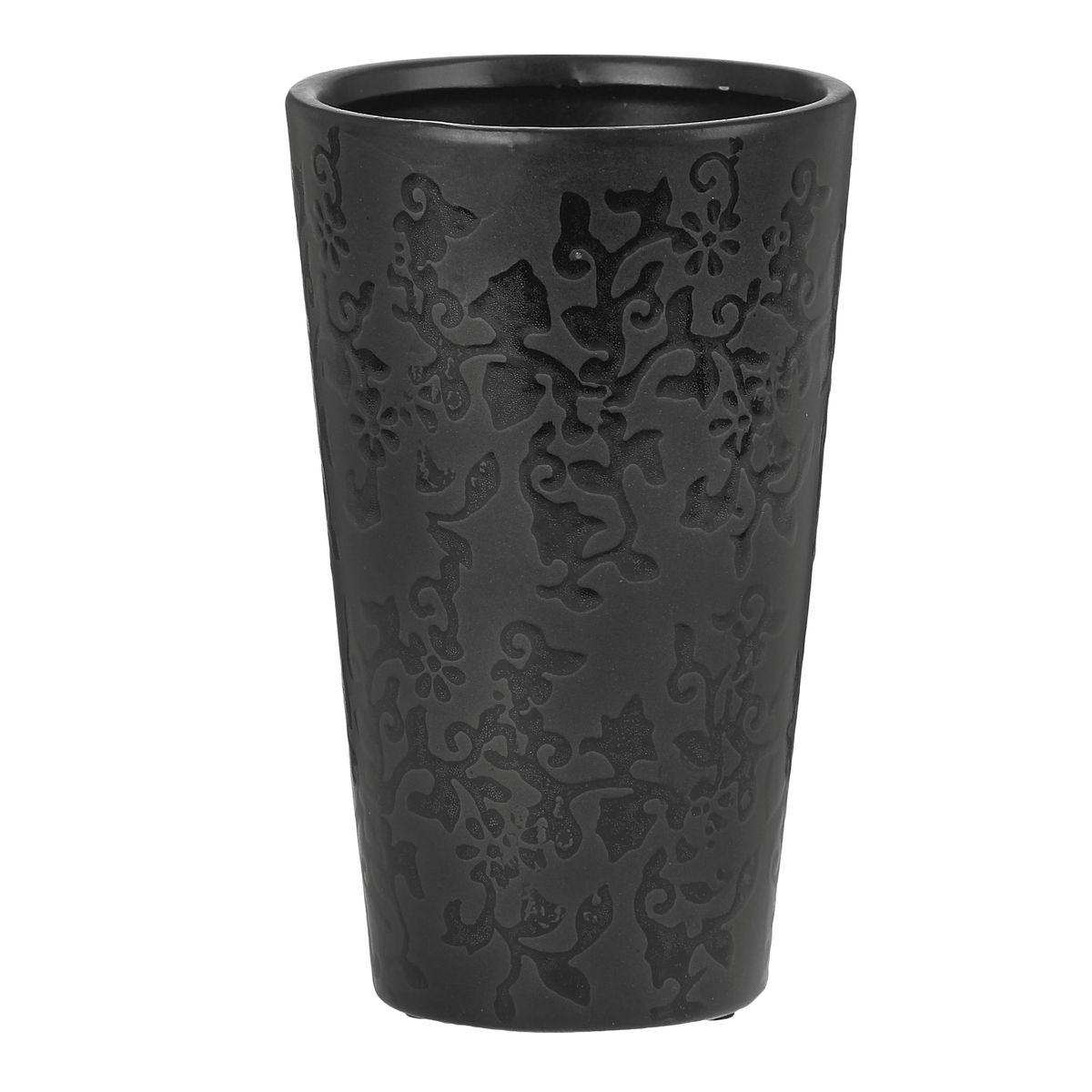 Ваза Sima-land Кружева, высота 19,5 см863609Ваза Sima-land Кружева изготовлена из высококачественной керамики. Изделие оформлено изящным рельефным узором и оснащено антискользящими накладками на дне. Такая стильная ваза с легкостью впишется практически в любой интерьер. Она станет изумительным подарком, который доставит радость, ведь это не только красивый, но еще и функциональный презент.