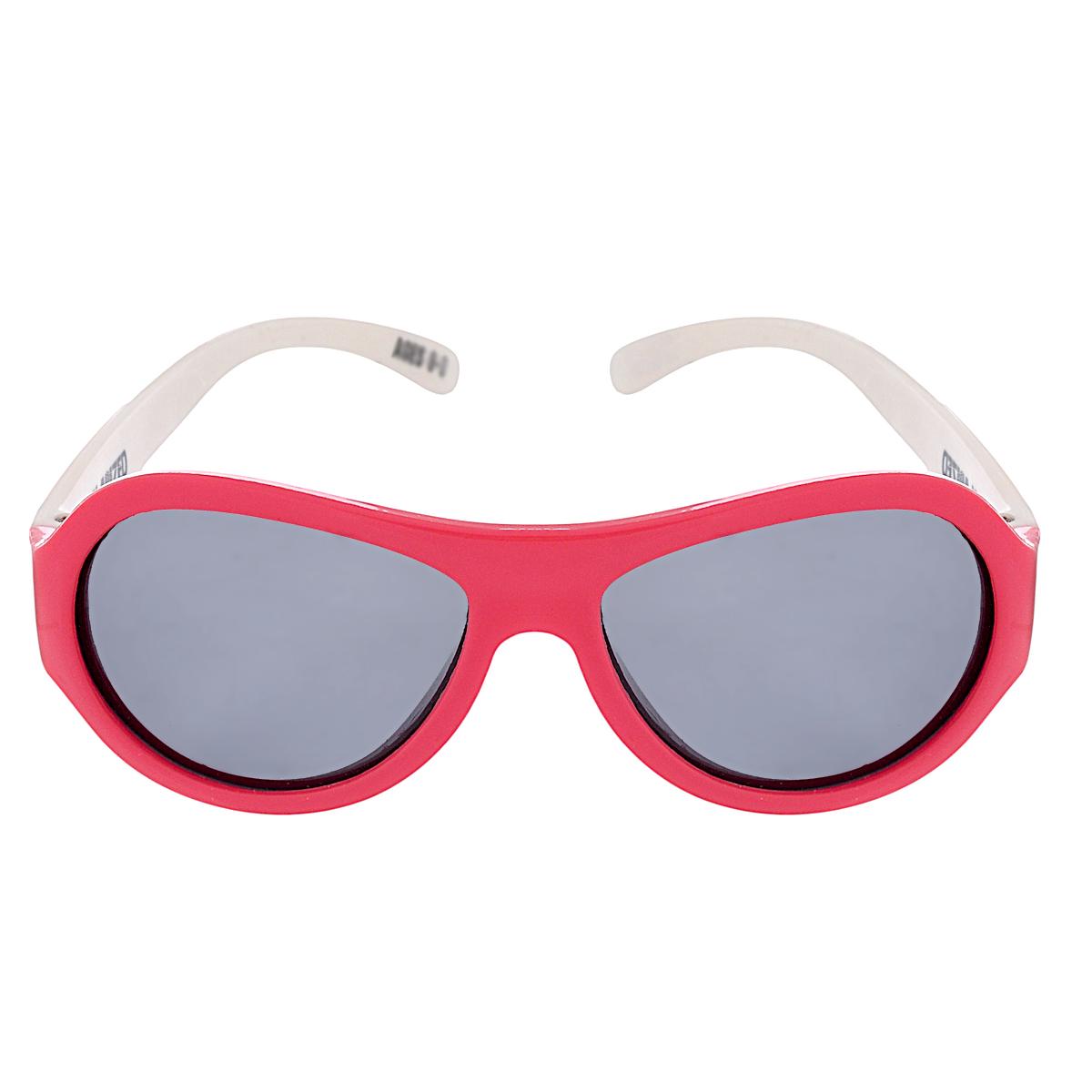 Детские солнцезащитные очки Babiators Звёздочки (Lucky Stars), поляризационные, с футляром, цвет: красный, белый, 0-3 летBAB-055Защита глаз всегда в моде. Вы делаете все возможное, чтобы ваши дети были здоровы и в безопасности. Шлемы для езды на велосипеде, солнцезащитный крем для прогулок на солнце... Но как насчёт влияния солнца на глазах вашего ребёнка? Правда в том, что сетчатка глаза у детей развивается вместе с самим ребёнком. Это означает, что глаза малышей не могут отфильтровать УФ-излучение. Добавьте к этому тот факт, что дети за год получают трёхкратную дозу солнечного воздействия на взрослого человека (доклад Vision Council Report 2013, США). Проблема понятна - детям нужна настоящая защита, чтобы глазки были в безопасности, а зрение сильным. Каждая пара солнцезащитных очков Babiators для детей обеспечивает 100% защиту от UVA и UVB. Прочные линзы высшего качества не подведут в самых сложных переделках. В отличие от обычных пластиковых очков, оправа Babiators выполнена из гибкого прорезиненного материала, что делает их ударопрочными, их можно сгибать и крутить - они не сломаются и вернутся в...