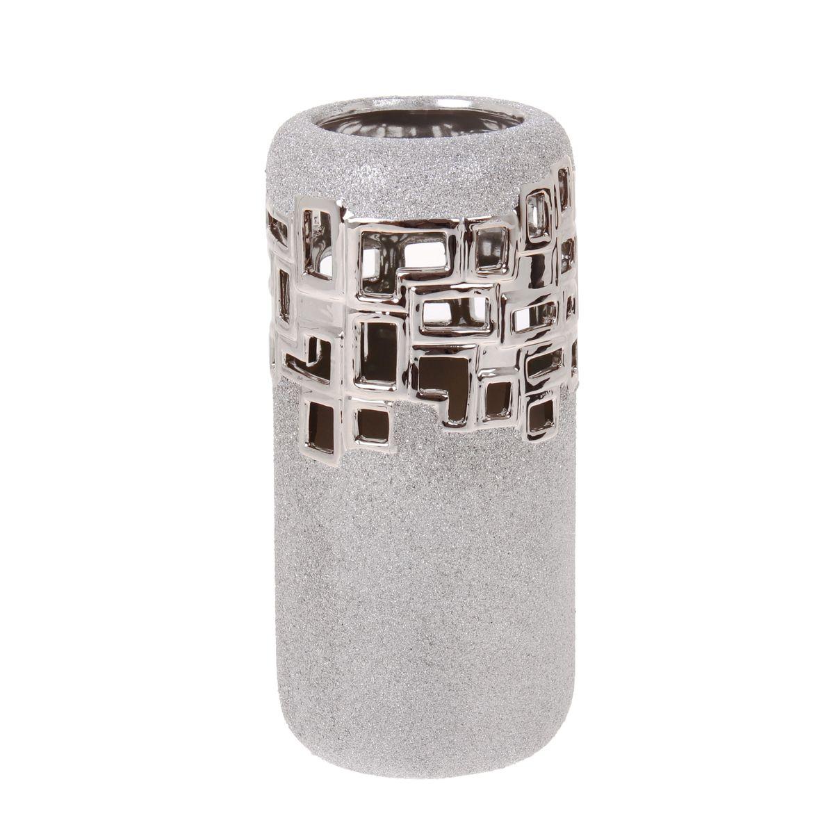 Ваза Sima-land Квадраты, высота 27 см865951Элегантная ваза Sima-land Квадраты, изготовленная из высококачественной керамики, декорирована блестками. Интересная форма и необычное оформление сделают эту вазу замечательным украшением интерьера. Она предназначена как для живых, так и для искусственных цветов. Основание оснащено противоскользящими накладками. Любое помещение выглядит незавершенным без правильно расположенных предметов интерьера. Они помогают создать уют, расставить акценты, подчеркнуть достоинства или скрыть недостатки.