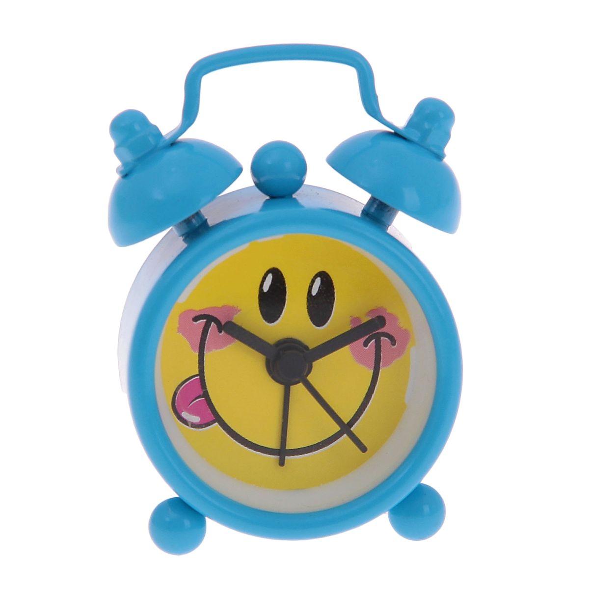 Часы-будильник Sima-land Смайлик, цвет: голубой872923Как же сложно иногда вставать вовремя! Всегда так хочется поспать еще хотя бы 5 минут и бывает, что мы просыпаем. Теперь этого не случится! Яркий, оригинальный будильник Sima-land Смайлик поможет вам всегда вставать в нужное время и успевать везде и всюду. Будильник украсит вашу комнату и приведет в восхищение друзей. Эта уменьшенная версия привычного будильника умещается на ладони и работает так же громко, как и привычные аналоги. Время показывает точно и будит в установленный час. На задней панели будильника расположены переключатель включения/выключения механизма, а также два колесика для настройки текущего времени и времени звонка будильника. Будильник работает от 1 батарейки типа LR44 (входит в комплект).