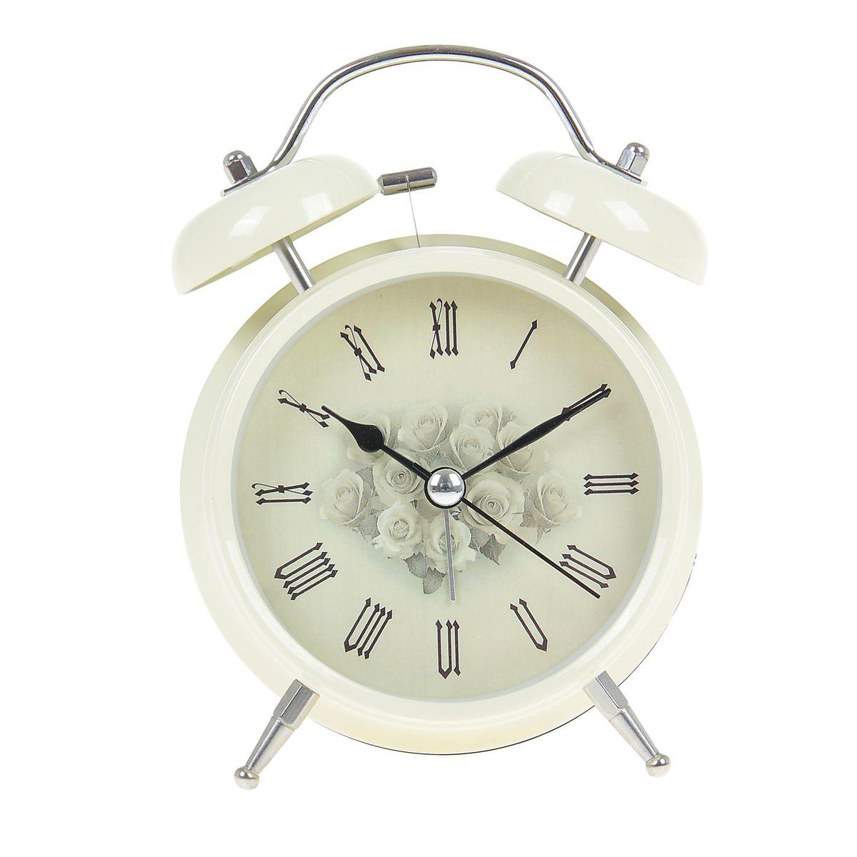 Часы-будильник Sima-land. 906604906604Как же сложно иногда вставать вовремя! Всегда так хочется поспать еще хотя бы 5 минут и бывает, что мы просыпаем. Теперь этого не случится! Яркий, оригинальный будильник Sima-land поможет вам всегда вставать в нужное время и успевать везде и всюду. Время показывает точно и будит в установленный час. Будильник украсит вашу комнату и приведет в восхищение друзей. На задней панели будильника расположены переключатель включения/выключения механизма и два колесика для настройки текущего времени и времени звонка будильника. Также будильник оснащен кнопкой, при нажатии и удержании которой, подсвечивается циферблат. Будильник работает от 2 батареек типа AA напряжением 1,5V (не входят в комплект).