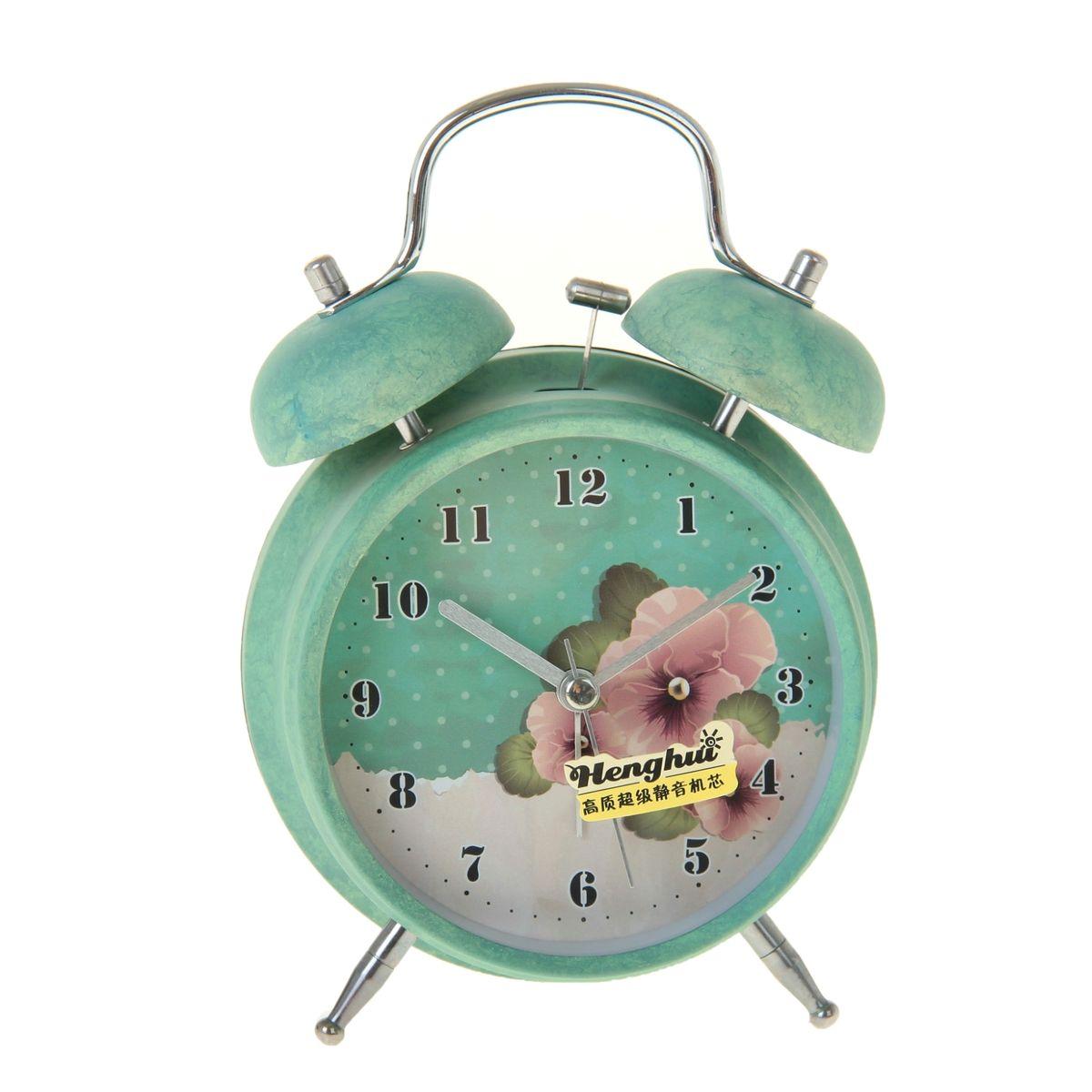 Часы-будильник Sima-land. 906610906610Как же сложно иногда вставать вовремя! Всегда так хочется поспать еще хотя бы 5 минут и бывает, что мы просыпаем. Теперь этого не случится! Яркий, оригинальный будильник Sima-land поможет вам всегда вставать в нужное время и успевать везде и всюду. Время показывает точно и будит в установленный час. Будильник украсит вашу комнату и приведет в восхищение друзей. На задней панели будильника расположены переключатель включения/выключения механизма и два колесика для настройки текущего времени и времени звонка будильника. Также будильник оснащен кнопкой, при нажатии и удержании которой, подсвечивается циферблат. Будильник работает от 1 батарейки типа AA напряжением 1,5V (не входит в комплект).