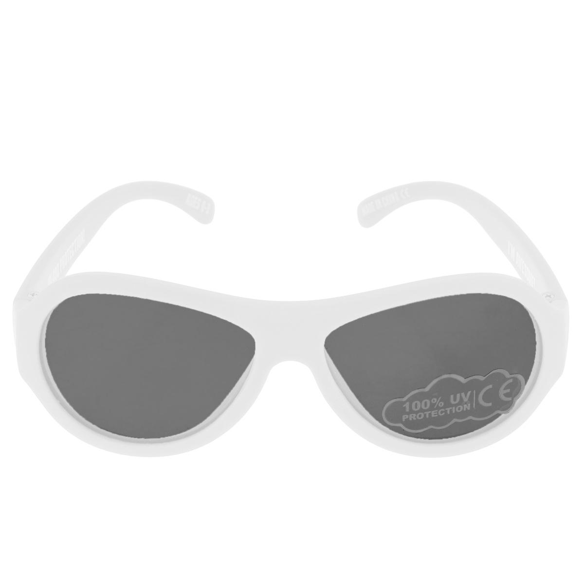 Детские солнцезащитные очки Babiators Шалун (Wicked), цвет: белый, 0-3 летBAB-009Вы делаете все возможное, чтобы ваши дети были здоровы и в безопасности. Шлемы для езды на велосипеде, солнцезащитный крем для прогулок на солнце... Но как насчёт влияния солнца на глаза вашего ребёнка? Правда в том, что сетчатка глаза у детей развивается вместе с самим ребёнком. Это означает, что глаза малышей не могут отфильтровать УФ-излучение. Проблема понятна - детям нужна настоящая защита, чтобы глазки были в безопасности, а зрение сильным. Каждая пара солнцезащитных очков Babiators для детей обеспечивает 100% защиту от UVA и UVB. Прочные линзы высшего качества не подведут в самых сложных переделках. В отличие от обычных пластиковых очков, оправа Babiators выполнена из гибкого прорезиненного материала, что делает их ударопрочными, их можно сгибать и крутить - они не сломаются и вернутся в прежнюю форму. Не бойтесь, что ребёнок сядет на них - они всё выдержат. Будьте уверены, что очки Babiators созданы безопасными, прочными и классными, так что вы и ваш ребенок можете...