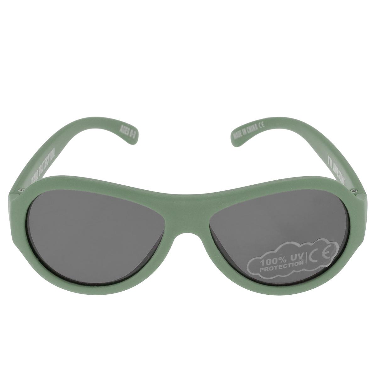 Детские солнцезащитные очки Babiators Морпех (Marine), цвет: зеленый, 0-3 летBAB-073Вы делаете все возможное, чтобы ваши дети были здоровы и в безопасности. Шлемы для езды на велосипеде, солнцезащитный крем для прогулок на солнце... Но как насчёт влияния солнца на глаза вашего ребёнка? Правда в том, что сетчатка глаза у детей развивается вместе с самим ребёнком. Это означает, что глаза малышей не могут отфильтровать УФ-излучение. Проблема понятна - детям нужна настоящая защита, чтобы глазки были в безопасности, а зрение сильным. Каждая пара солнцезащитных очков Babiators для детей обеспечивает 100% защиту от UVA и UVB. Прочные линзы высшего качества не подведут в самых сложных переделках. В отличие от обычных пластиковых очков, оправа Babiators выполнена из гибкого прорезиненного материала, что делает их ударопрочными, их можно сгибать и крутить - они не сломаются и вернутся в прежнюю форму. Не бойтесь, что ребёнок сядет на них - они всё выдержат. Будьте уверены, что очки Babiators созданы безопасными, прочными и классными, так что вы и ваш ребенок можете...