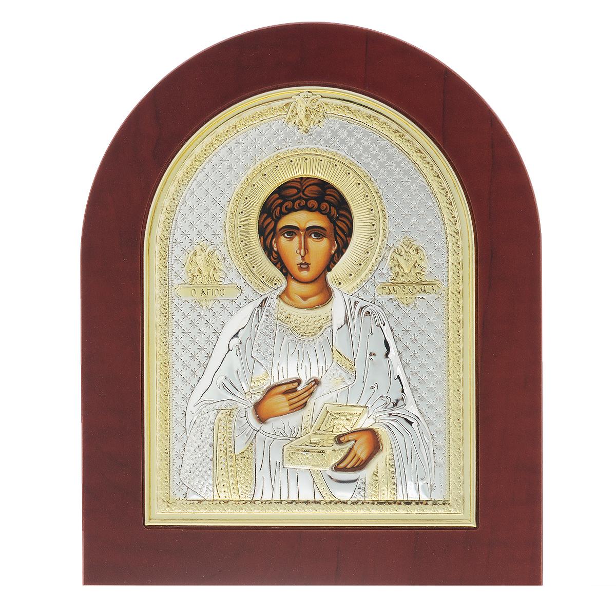 Икона Святого Великомученика и целителя Пантелеимона, 19 см х 15,5 см733.ovx.cИкона Святого Великомученика и целителя Пантелеимона. Основа выполнена из дерева (МДФ). Оклад изготовлен из алюминия с покрытием серебром 925 пробы толщиной 0,02-0,03 мм. Это биметаллическое соединение обрабатывается по специальной технологии, при которой оно не темнеет со временем и устойчиво к механическим повреждениям. Также наносится золочение лаком на некоторые участки поверхности. Само изображение ликов выполняется методом шелкографии. У иконы имеется встроенная подставка. Также ее можно повесить. В Русской Православной Церкви почитание святого Пантелеимона известно с 12-го века. День празднования - 9 августа. К Пантелеимону (по-гречески - всемилостивый) обращаются с мольбами об исцелении болезней, а также о покровительстве русских воинов армии и флота. Образ Святого Пантелеймона, как правило, присутствует в домашнем иконостасе вместе с образами Троицы, Спасителя и Божьей Матери.